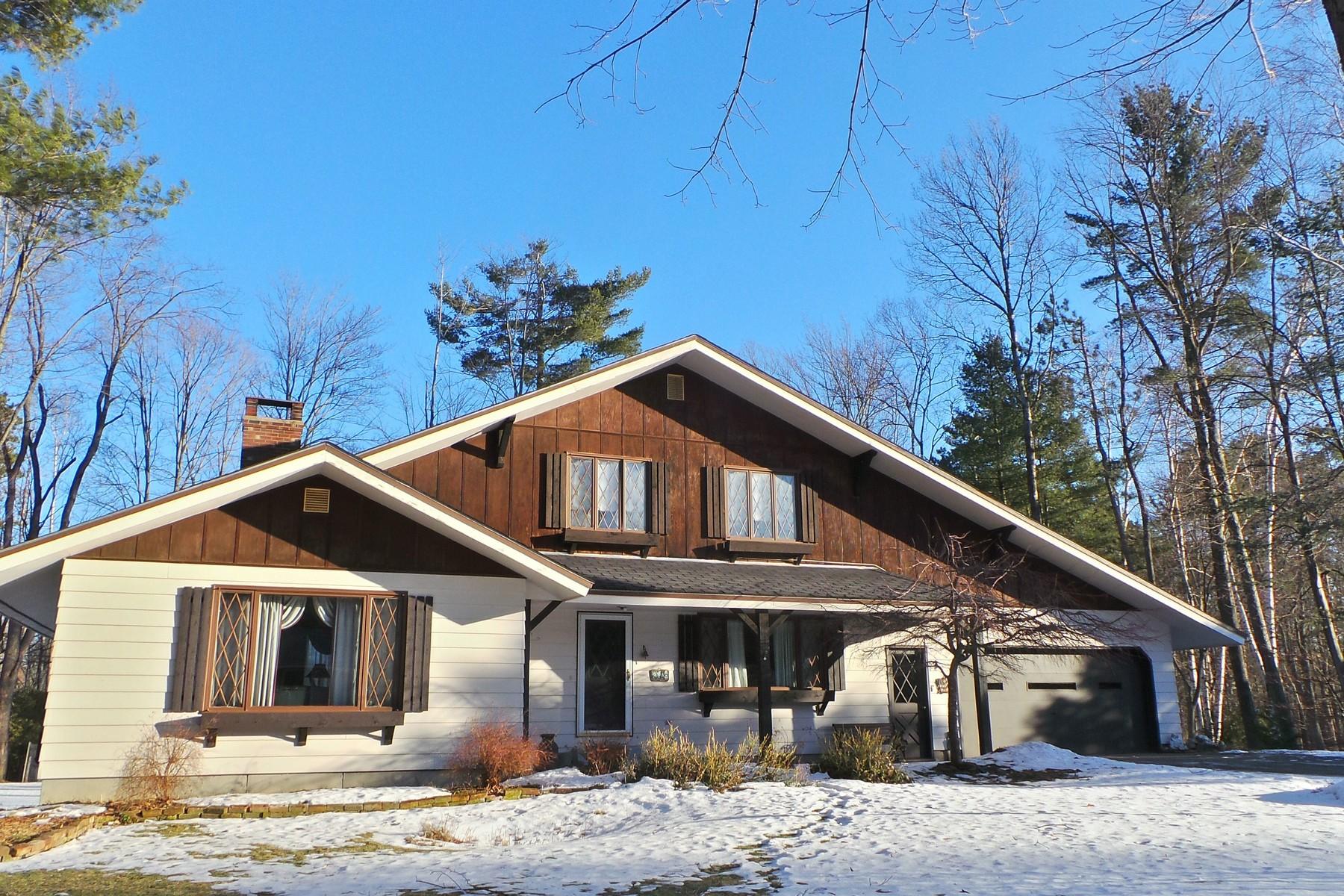 Moradia para Venda às Inviting Chalet Style Home 96 Stagecoach Newport City, Vermont, 05855 Estados Unidos