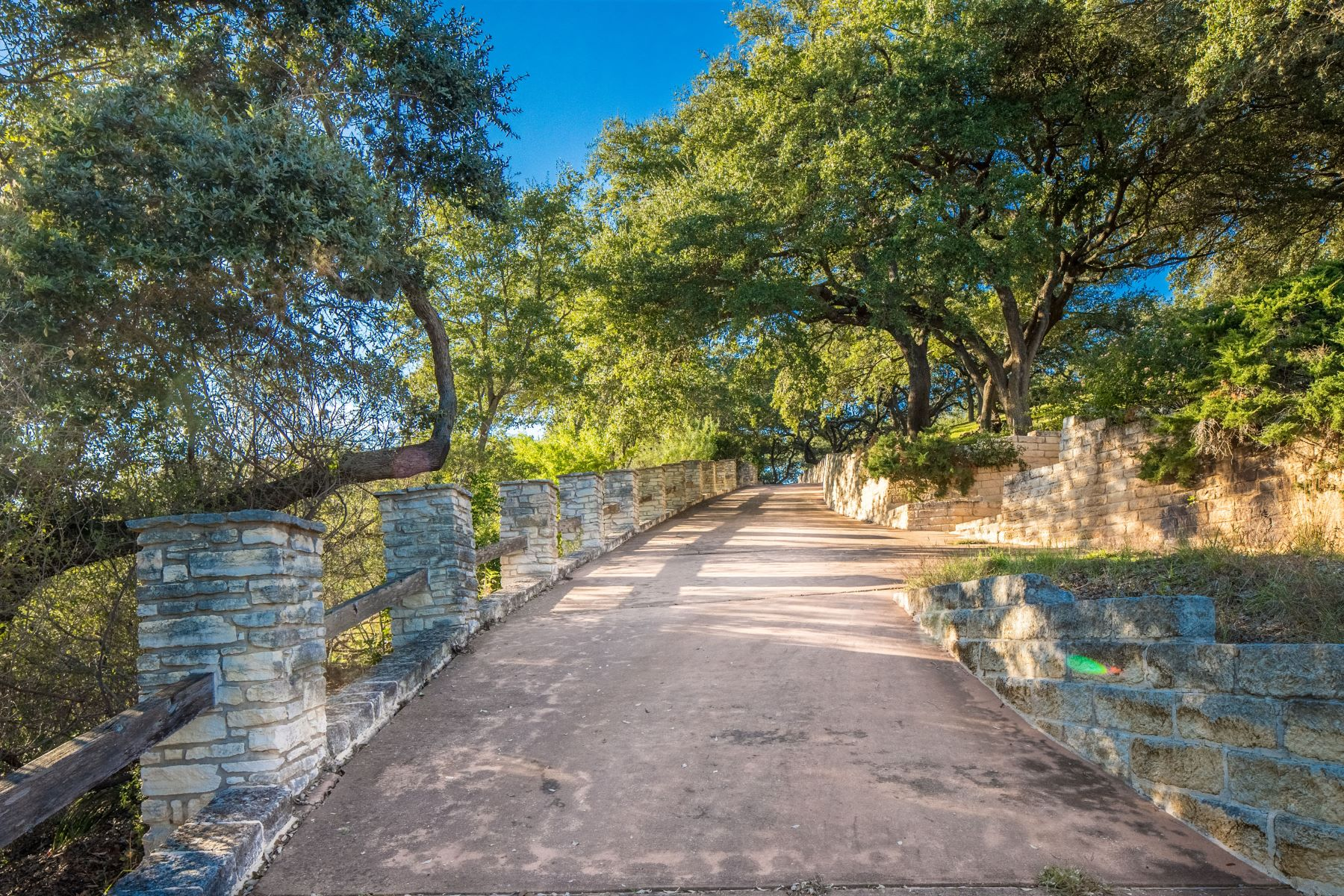 Additional photo for property listing at Gated Estate on Lake Travis Peninsula 26100 Countryside Dr Spicewood, Texas 78669 United States