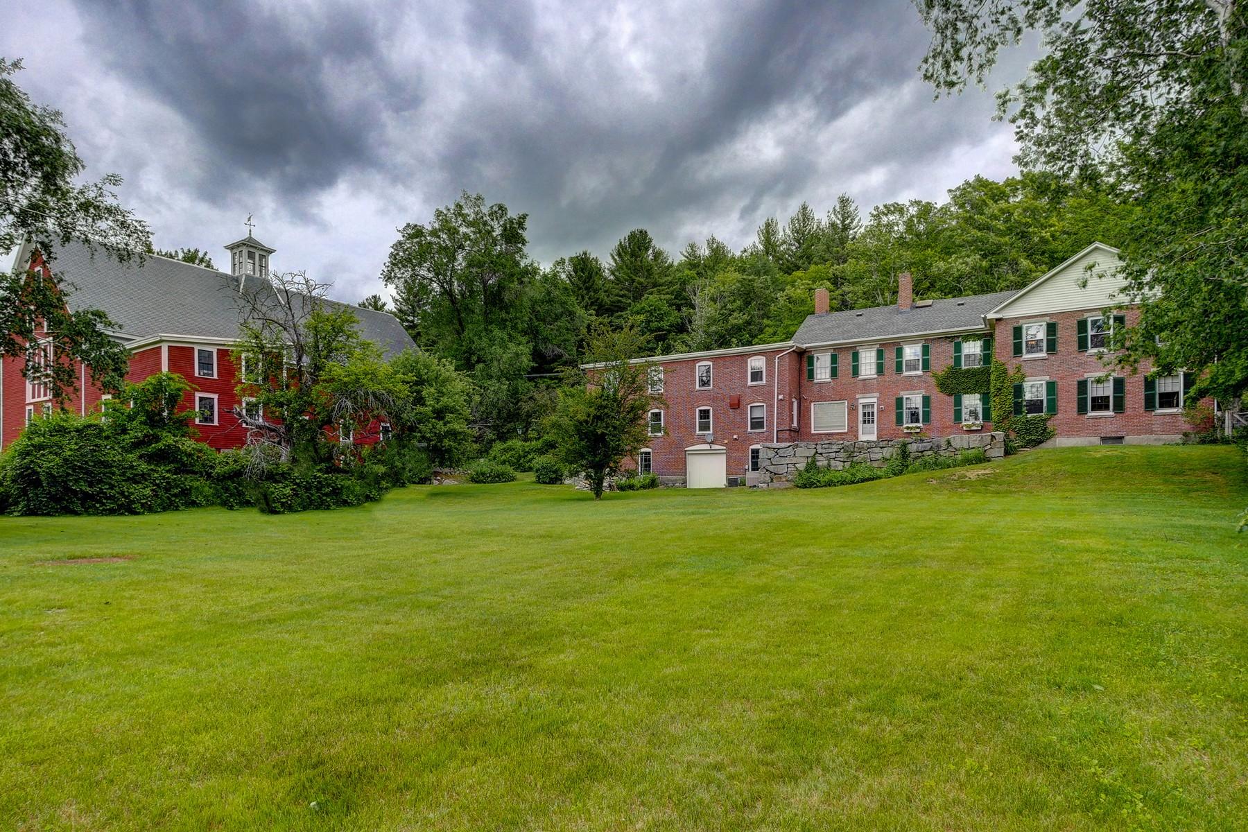 Maison unifamiliale pour l Vente à 147 Nashua Rd, Bedford Bedford, New Hampshire 03110 États-Unis