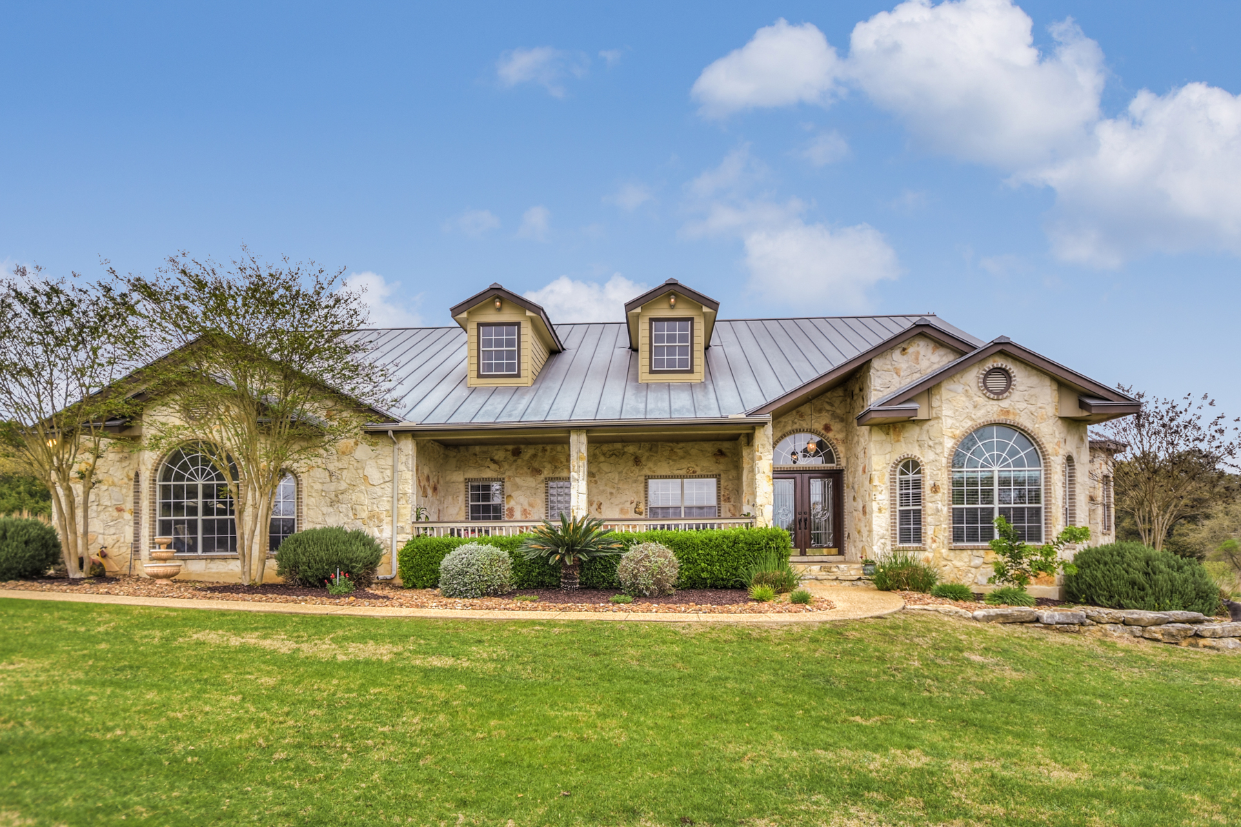 Single Family Home for Sale at Classic Hill Country Home in Saddleridge 2904 Bison Ridge Dr Bulverde, Texas 78006 United States