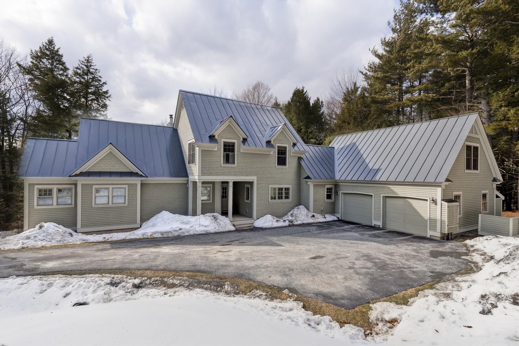 Частный односемейный дом для того Продажа на 155 Coolidge Drive, Hartford Hartford, Вермонт, 05059 Соединенные Штаты