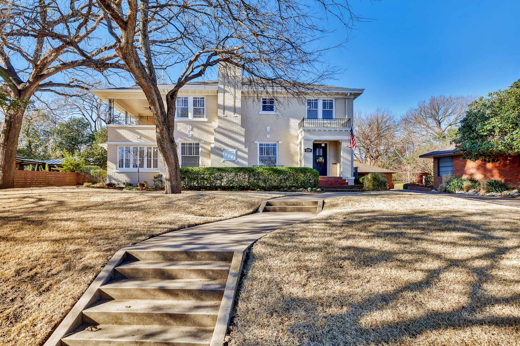 Maison unifamiliale pour l Vente à 2224 Winton Terrace E, Fort Worth Fort Worth, Texas, 76109 États-Unis