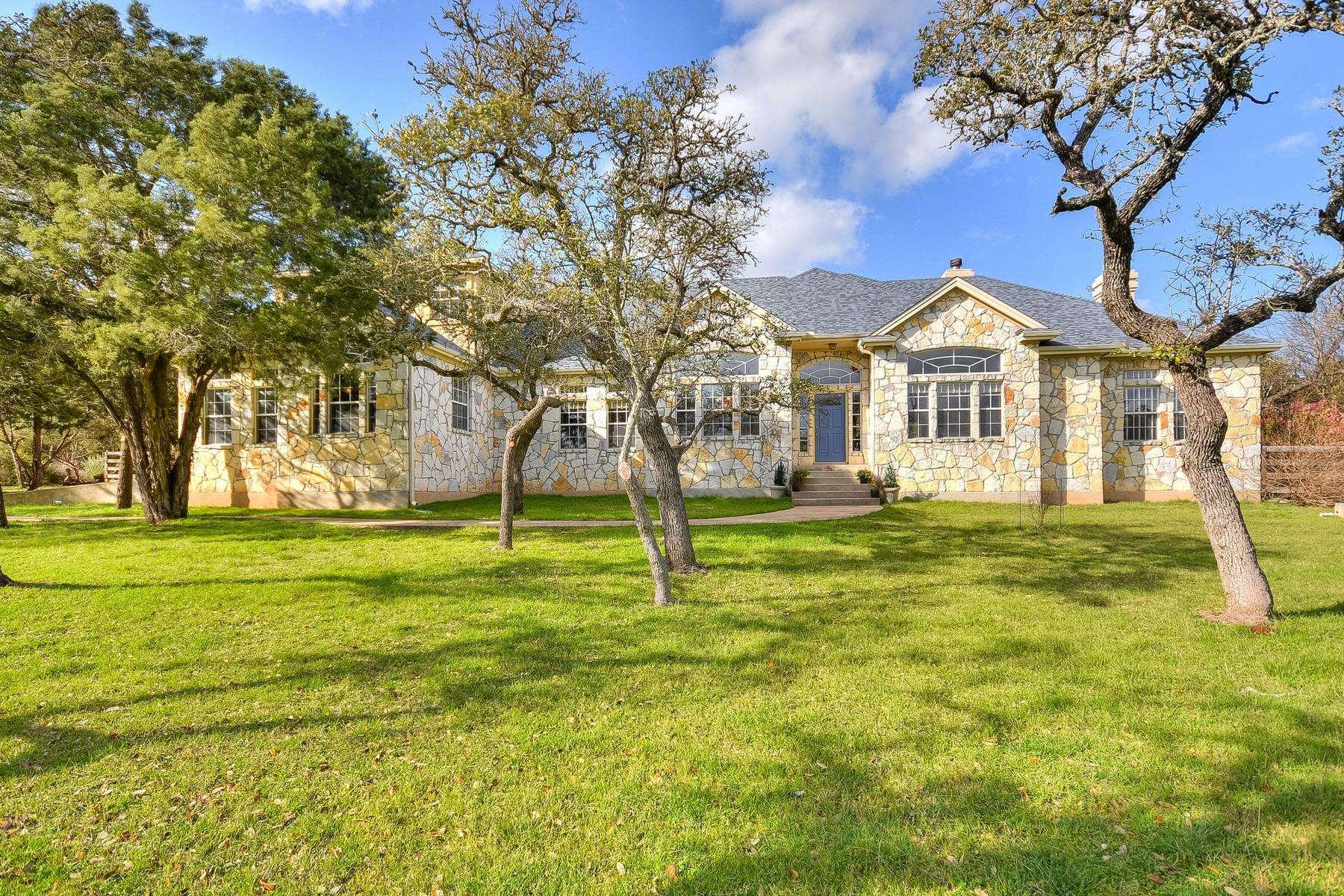 Casa Unifamiliar por un Venta en Fantastic Entertainer's Home 500 Winchester Dr Dripping Springs, Texas 78620 Estados Unidos