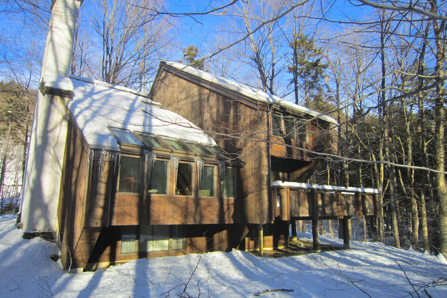 واحد منزل الأسرة للـ Sale في Nestled into the woods at Hawk Resort 148 Hawk Hollow, Plymouth, Vermont, 05056 United States