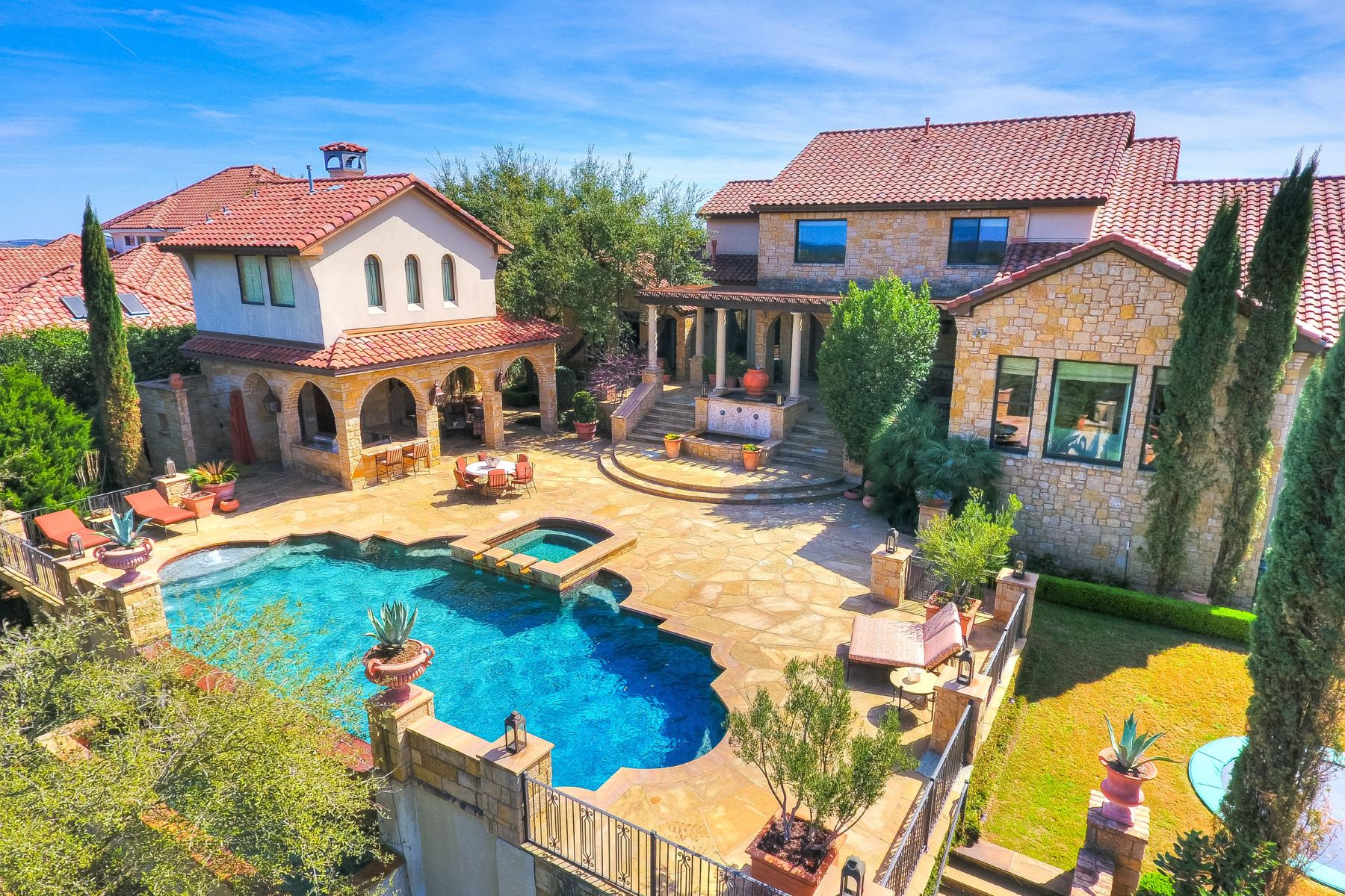 Additional photo for property listing at Villa with Supreme Amenities and Craftsmanship 216 Brandon Way Austin, Texas 78733 United States