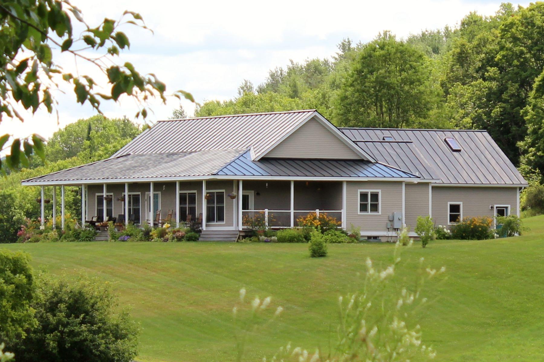 Villa per Vendita alle ore Gorgeous views, one-level living, small barn 254 Whitney Hill Rd Tunbridge, Vermont, 05077 Stati Uniti
