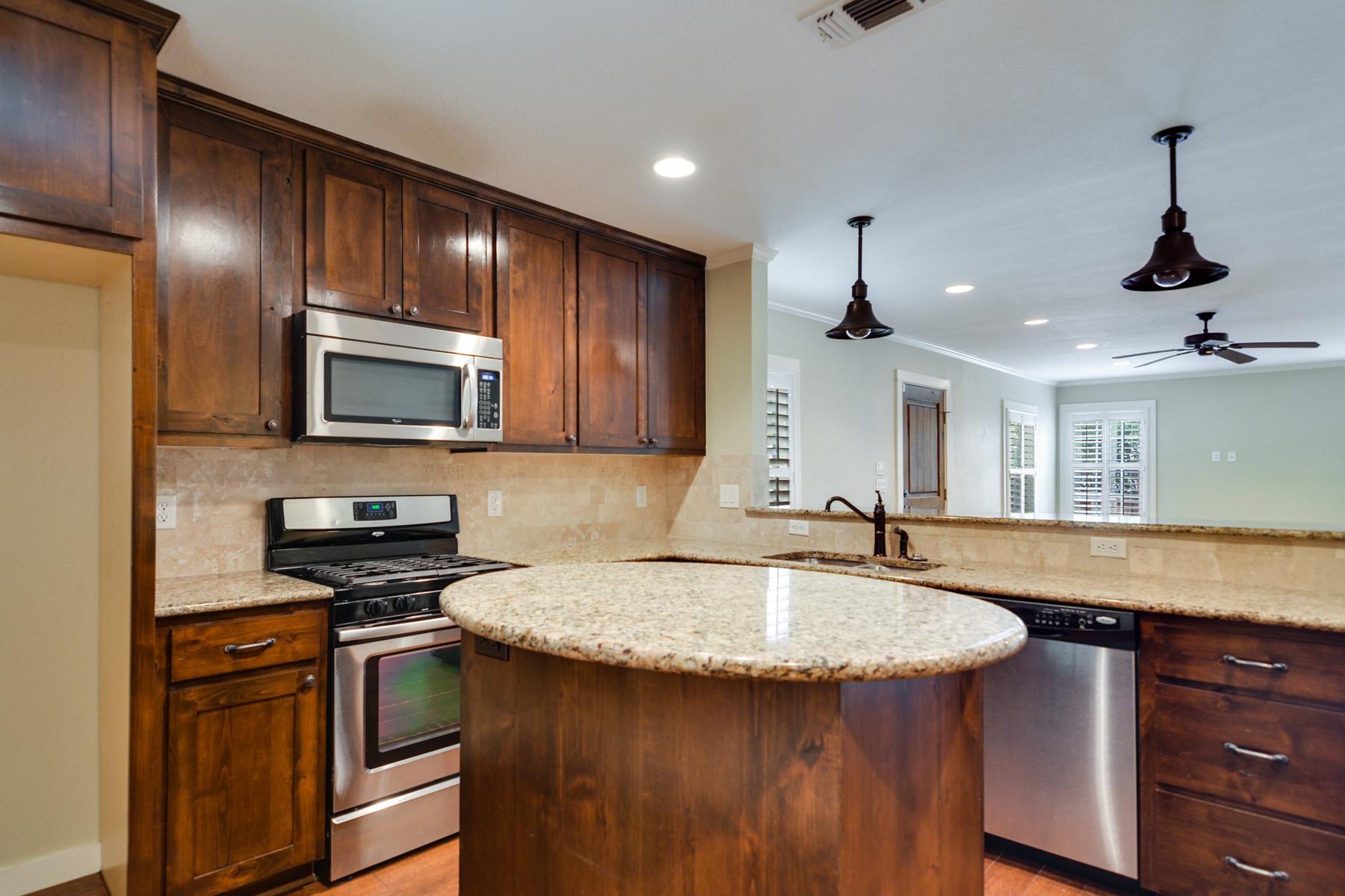 Additional photo for property listing at Charming Home in Alamo Heights 280 E Fair Oaks Pl San Antonio, Texas 78209 Estados Unidos