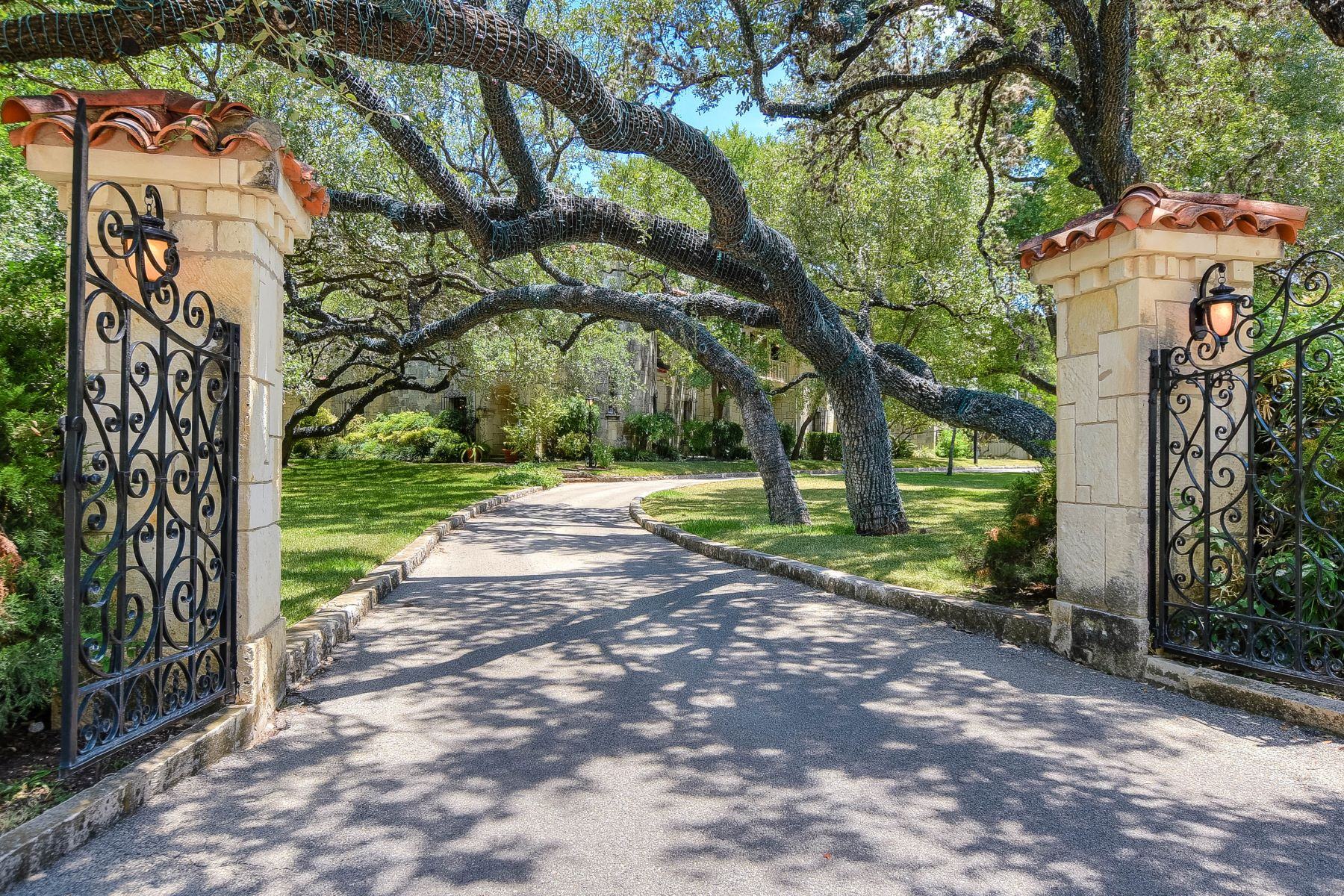 Single Family Home for Sale at Grand Estate in Monte Vista 410 E Rosewood Ave San Antonio, Texas 78212 United States