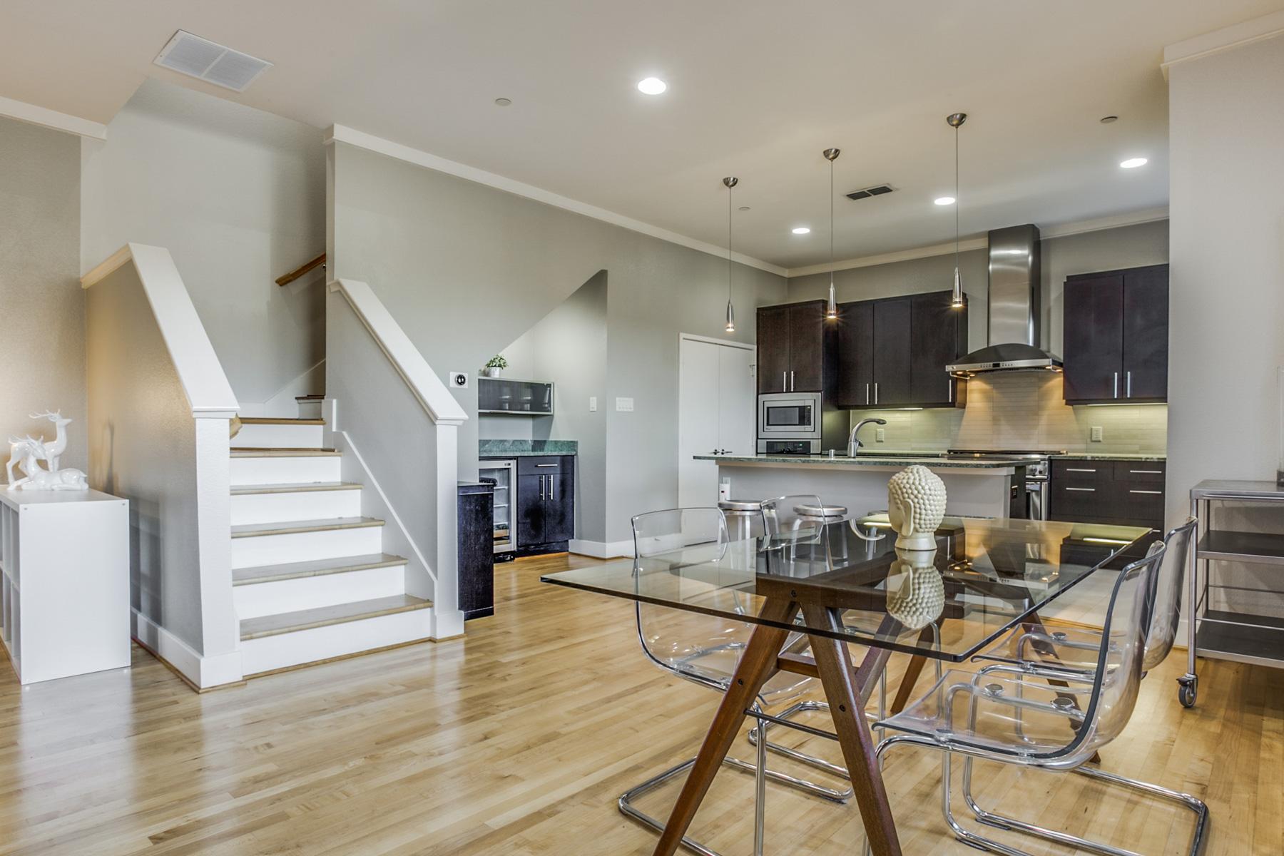 Casa para uma família para Venda às Cool Contemporary Townhome 2411 N Hall St 32 Dallas, Texas, 75204 Estados Unidos