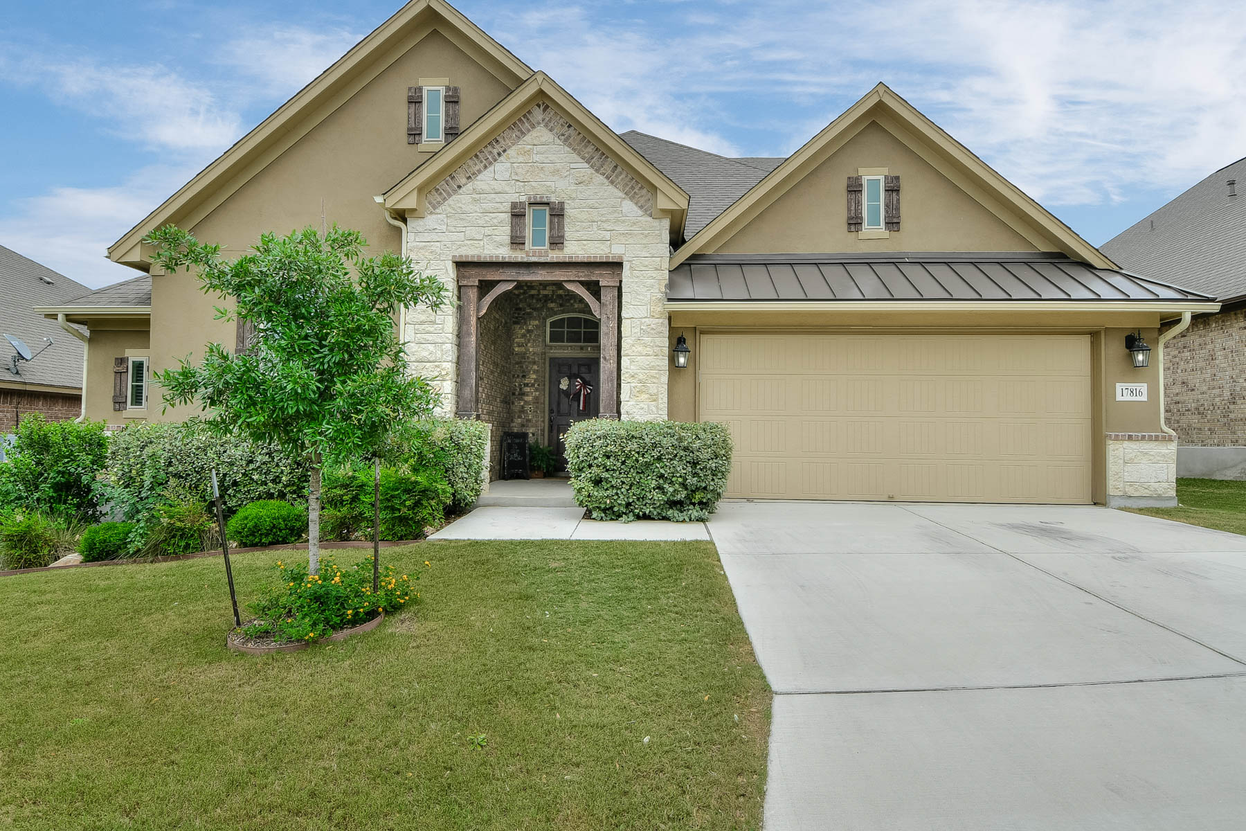 Single Family Home for Sale at Bright and Spacious Home in The Sanctuary 17816 Oxford Mountain Helotes, Texas 78023 United States