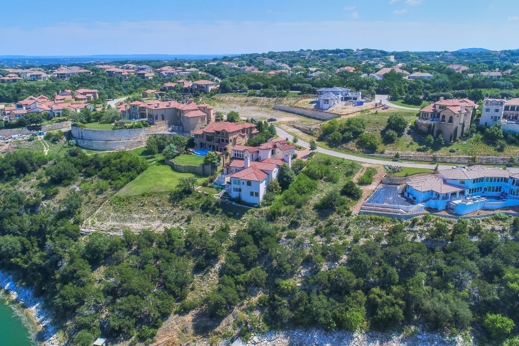 Additional photo for property listing at Rare Waterfront in Rough Hollow 215 Canyon Turn Trl Austin, Texas 78734 United States