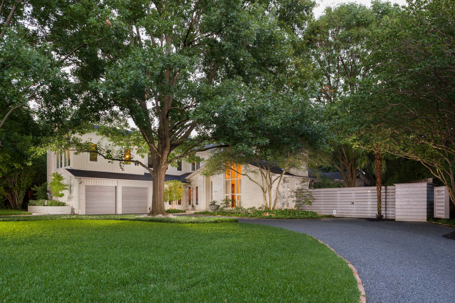 Maison unifamiliale pour l Vente à Tranquil Bluffview Oasis 4428 Wildwood Rd Dallas, Texas, 75209 États-Unis
