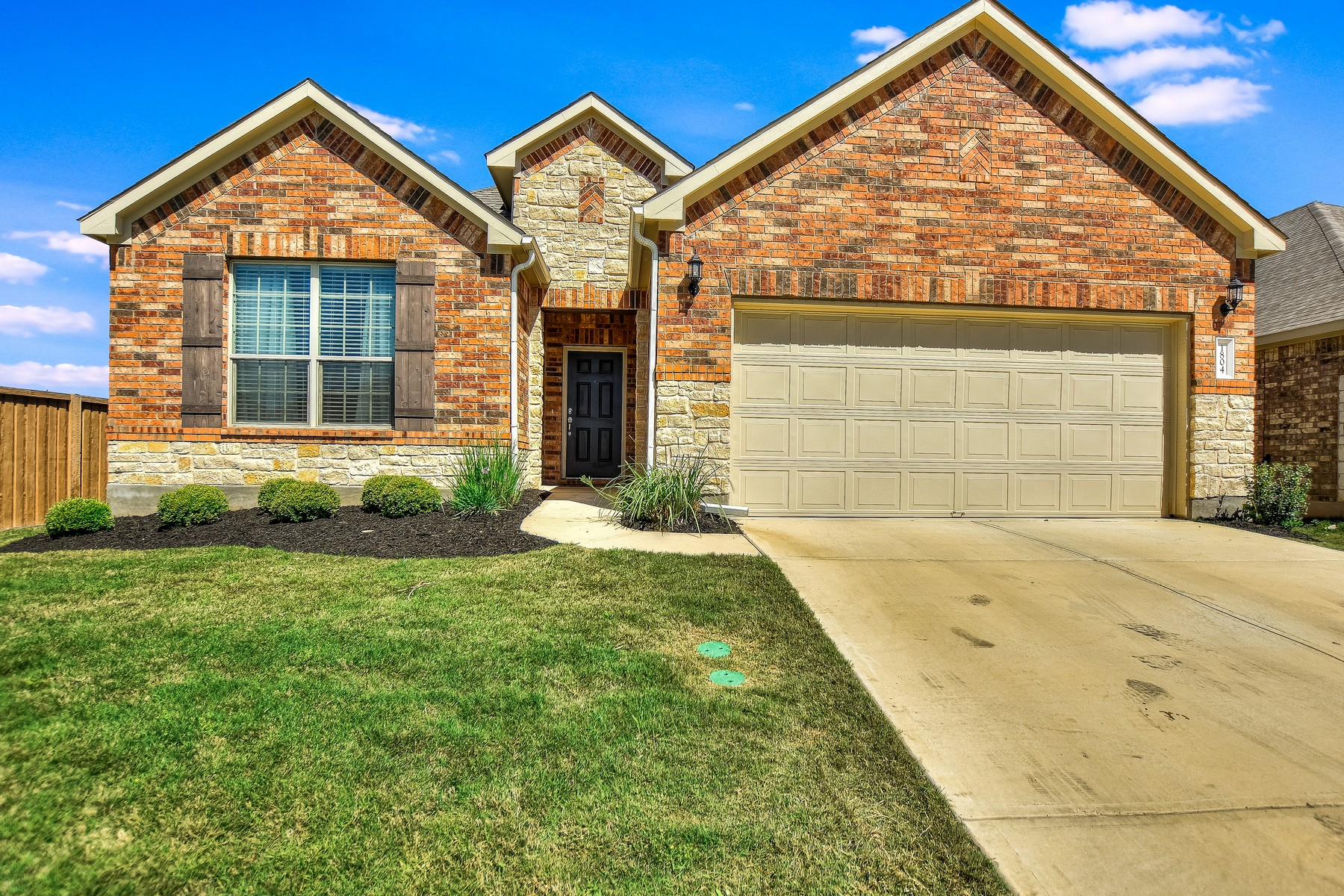 Casa Unifamiliar por un Venta en Beautiful Leander Home 1804 Elaina Lp Leander, Texas 78641 Estados Unidos
