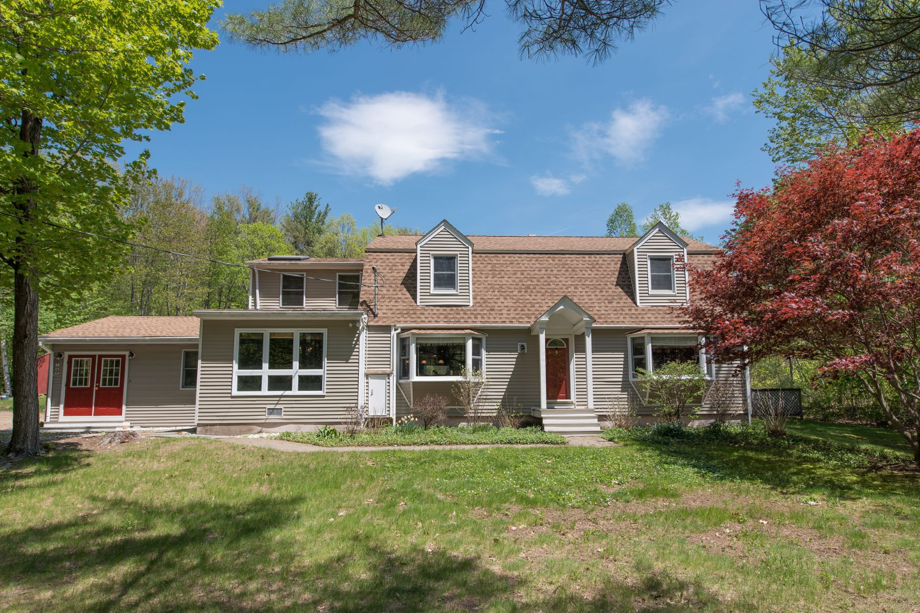 Single Family Home for Sale at 142 Ossipee Mountain Road, Moultonborough 142 Ossipee Mountain Rd Moultonborough, New Hampshire, 03254 United States