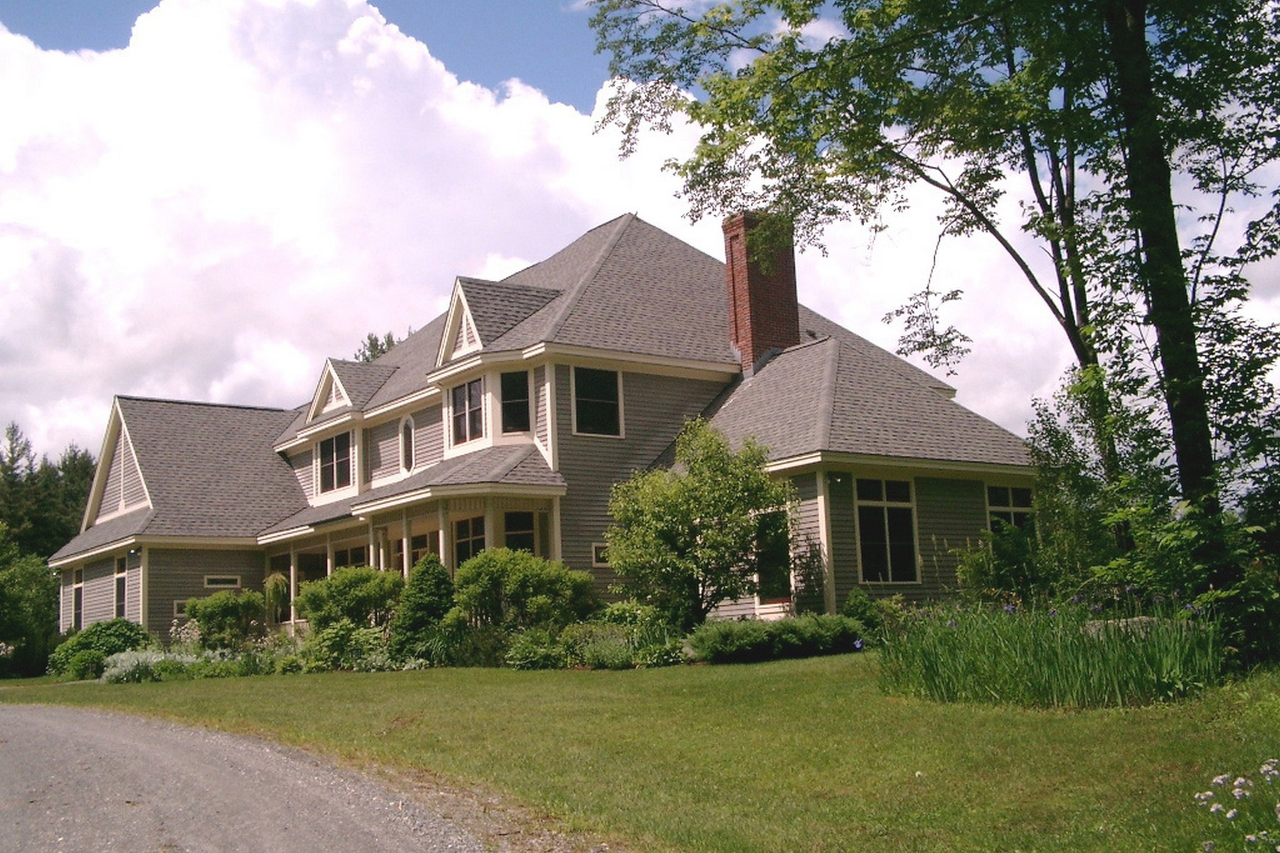 Maison unifamiliale pour l Vente à Privacy with Mountain Views 278 Lawrence Hill Rd Weston, Vermont, 05161 États-Unis