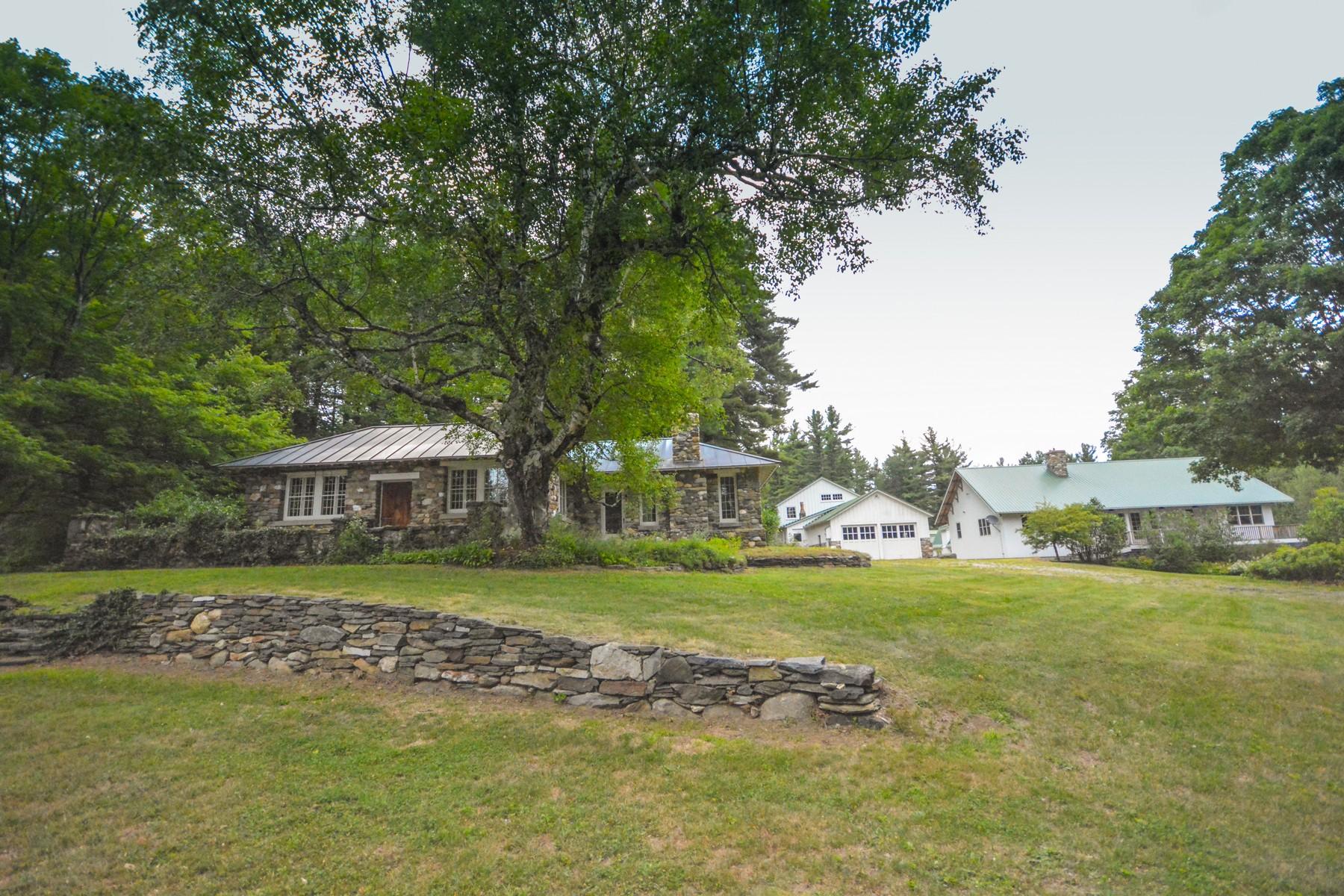 Casa para uma família para Venda às Refinement and Privacy in Marlboro 348 Staver Rd Marlboro, Vermont, 05344 Estados Unidos