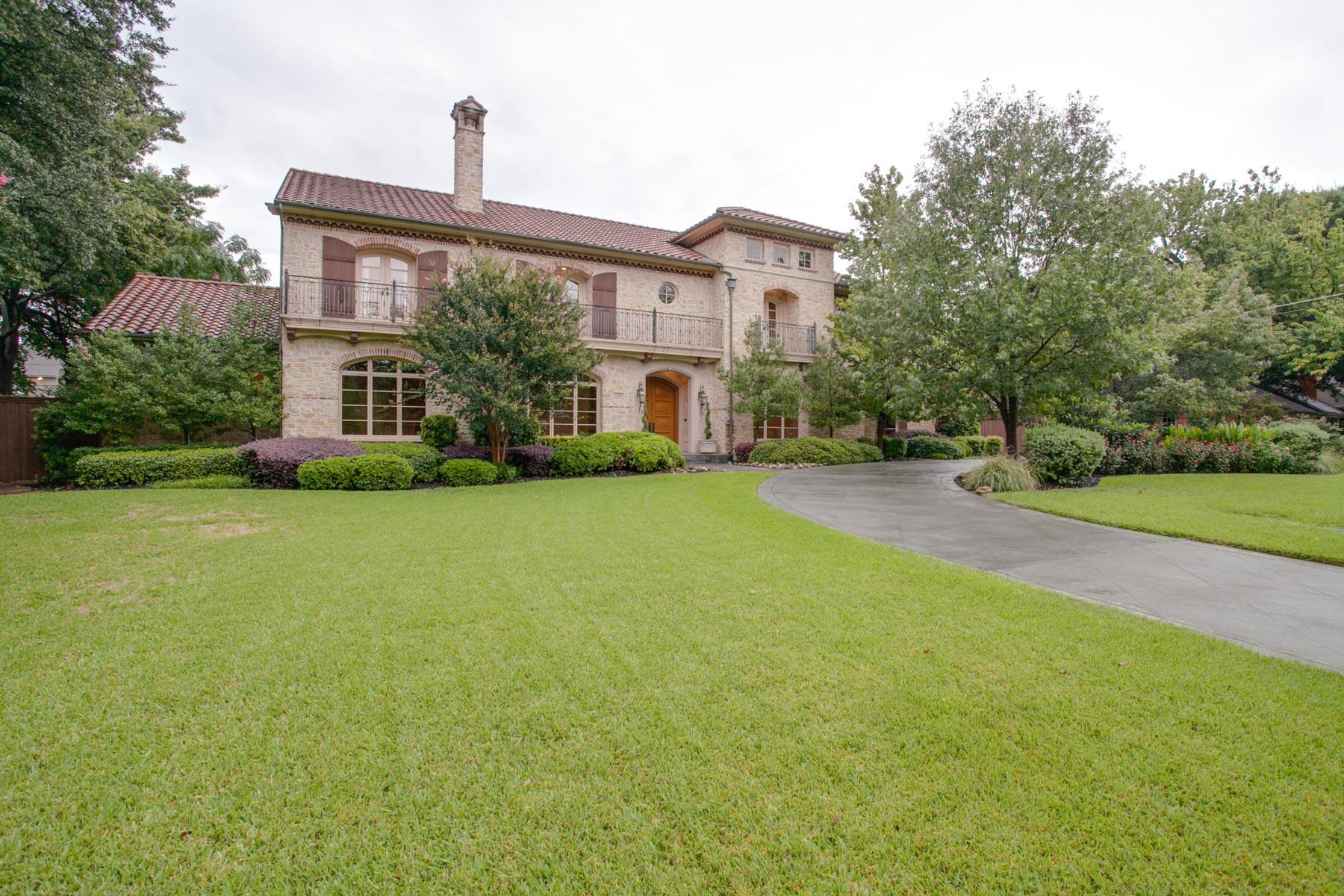 Casa Unifamiliar por un Venta en Stunning Home 5749 Redwood Ln Dallas, Texas, 75209 Estados Unidos