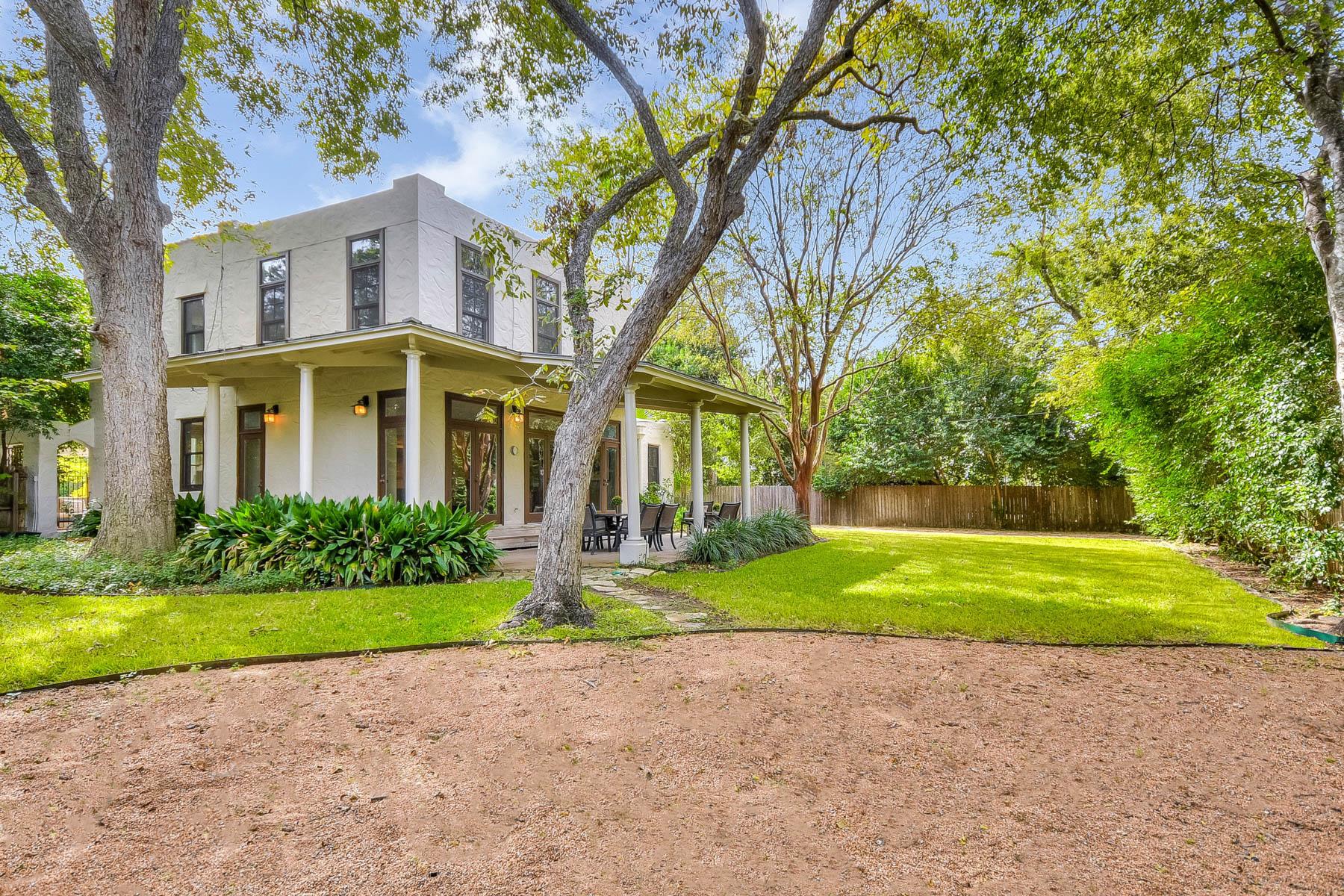 Maison unifamiliale pour l Vente à Charming Light-Filled Family Home 141 Cloverleaf Ave Alamo Heights, San Antonio, Texas, 78209 États-Unis
