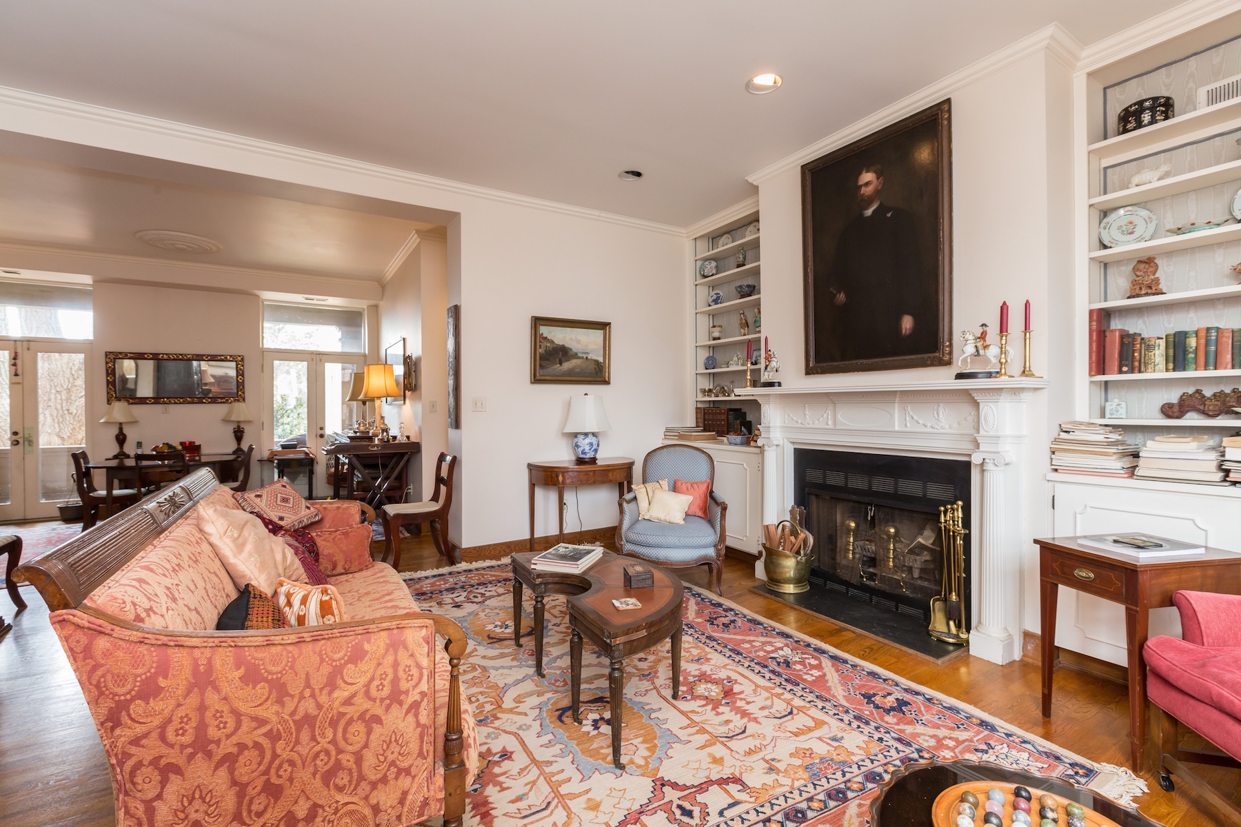 Additional photo for property listing at Rarely Available: Historic Georgetown Condominium 1527 30th Street Nw B21 Washington, District De Columbia 20007 États-Unis
