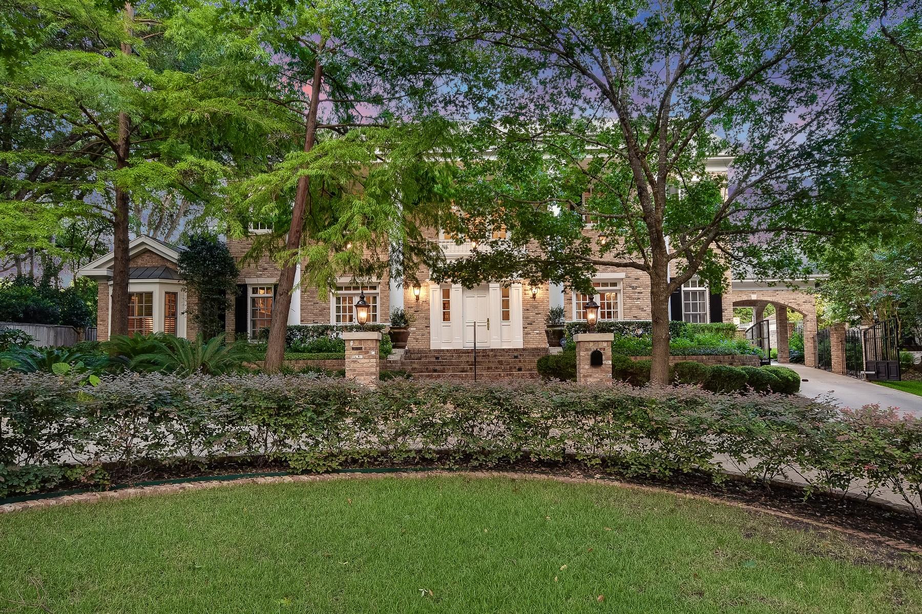 Moradia para Venda às Beautiful Estate Size Home on Prestigious Balcones 3801 Balcones Dr Austin, Texas, 78731 Estados Unidos