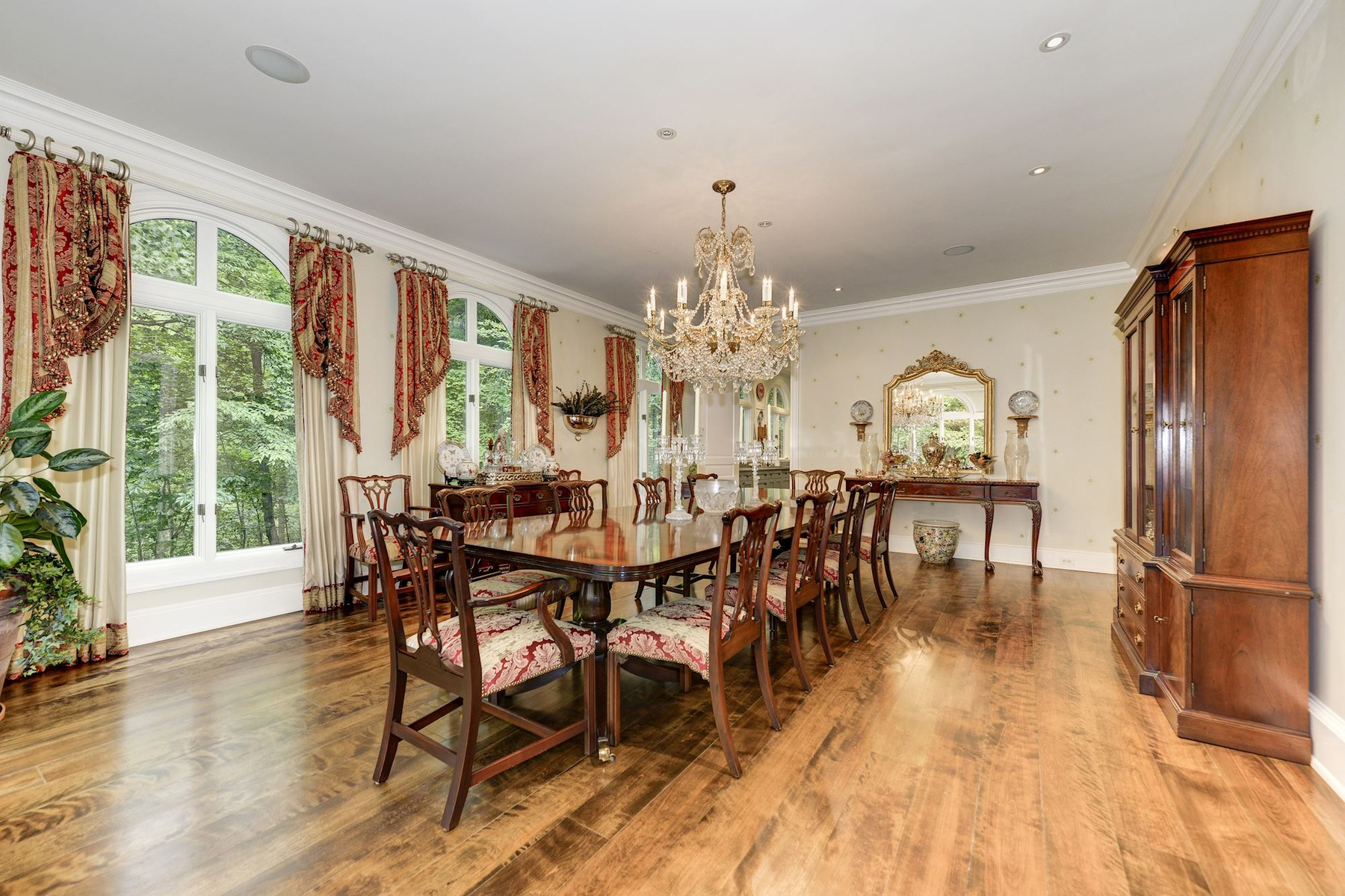 Additional photo for property listing at La Maison 1111 Crest Lane McLean, Virginia 22101 États-Unis