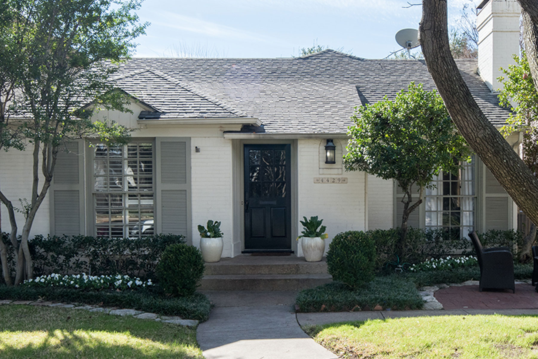 Moradia para Venda às Highland Park Cottage 4429 Grassmere Ln Dallas, Texas, 75205 Estados Unidos