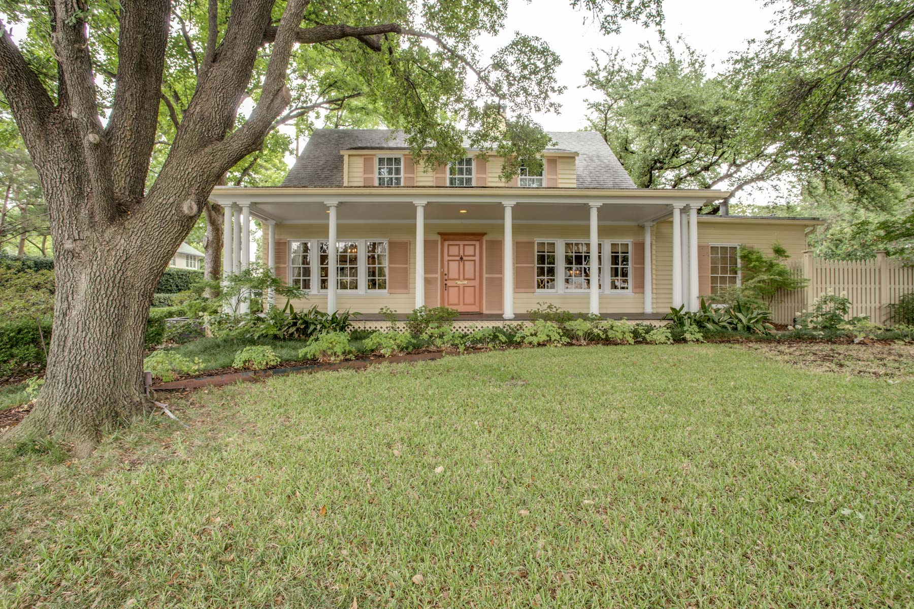 Moradia para Venda às Highland Park Traditional 3868 Mockingbird Ln Dallas, Texas, 75205 Estados Unidos
