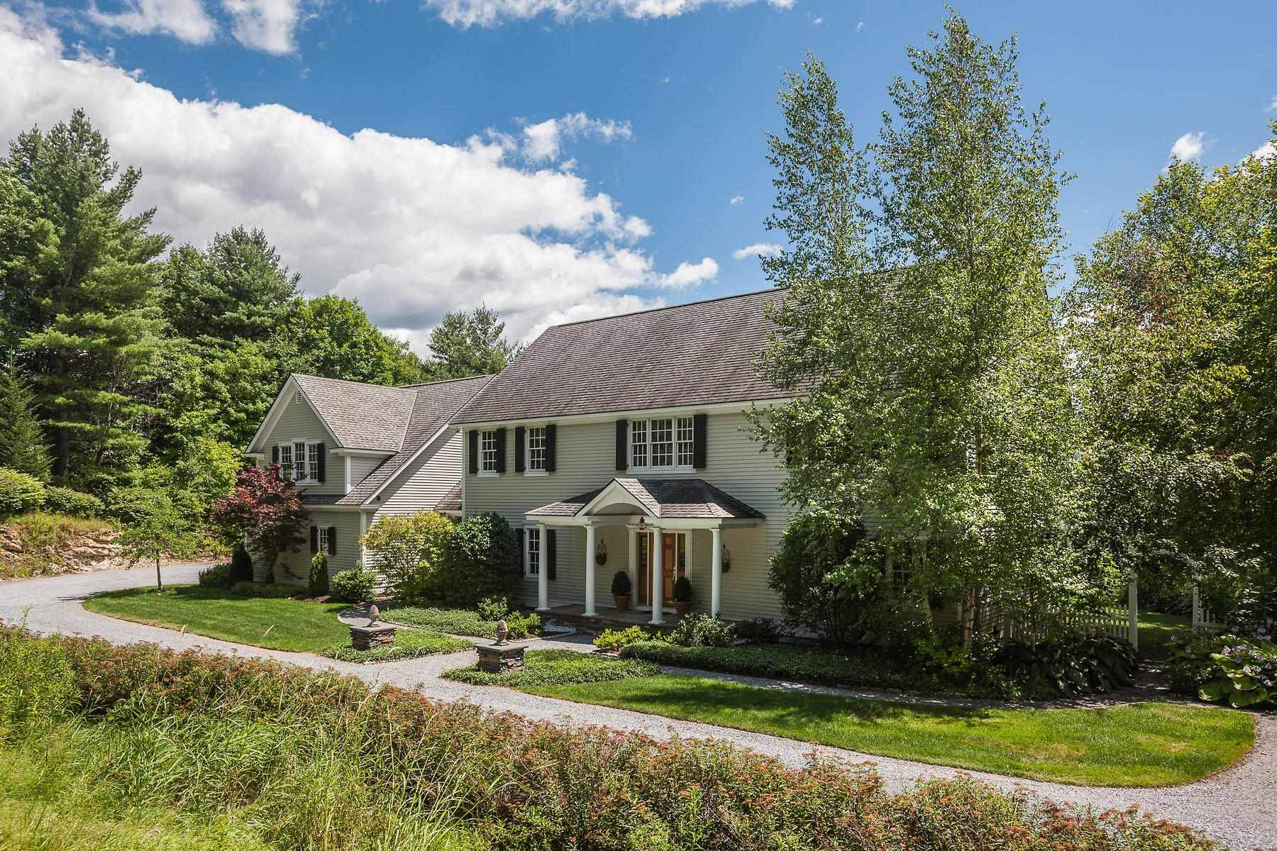 Casa Unifamiliar por un Venta en Extraordinary Colonial with Views 530 Sleighbell Manchester, Vermont 05255 Estados Unidos