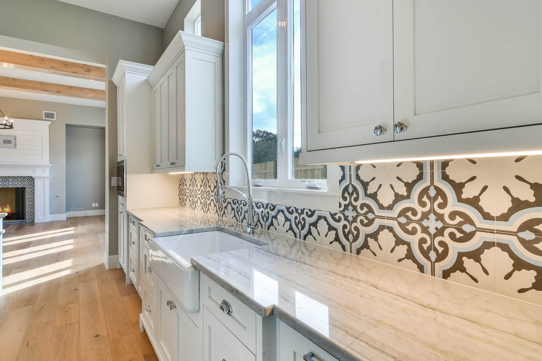 Additional photo for property listing at Tradition and Modernity Combined in Terrell Hills 1016 Garraty Rd San Antonio, Texas 78209 United States