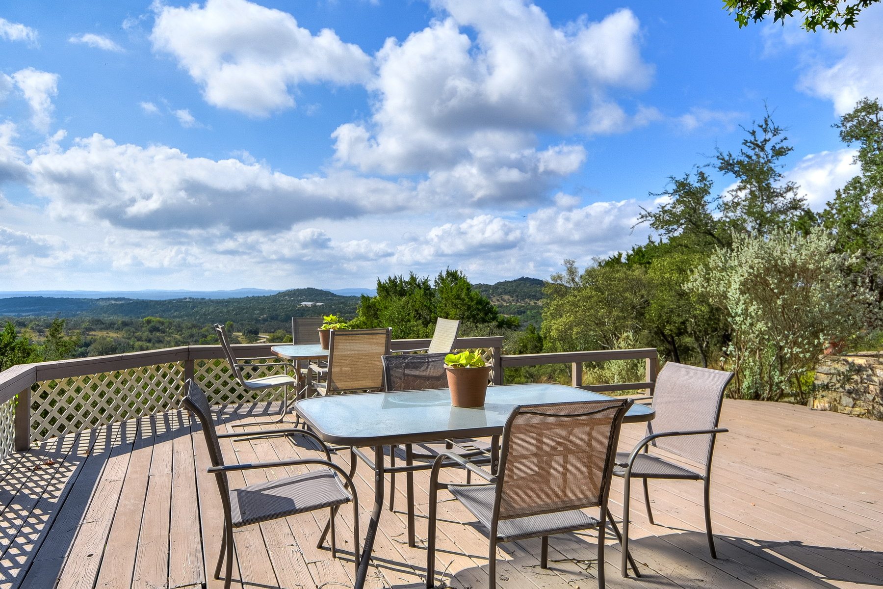 Casa Unifamiliar por un Venta en Stunning Views From Spacious Home on Over 5 Acres 113 Valley View Trl Comfort, Texas 78013 Estados Unidos