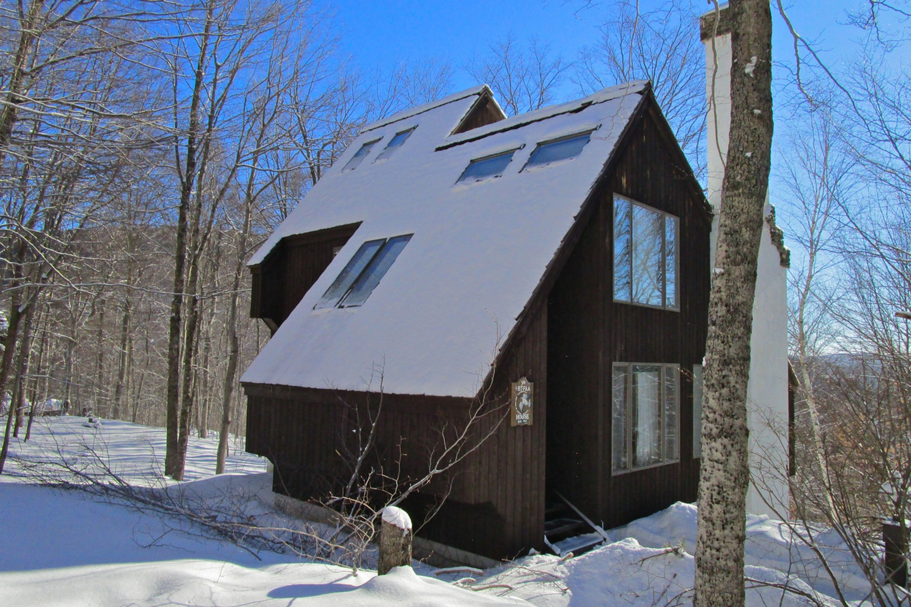 独户住宅 为 销售 在 Turnkey Home at Hawk Resort 84 Merlin Way 普利茅斯, 佛蒙特州, 05056 美国