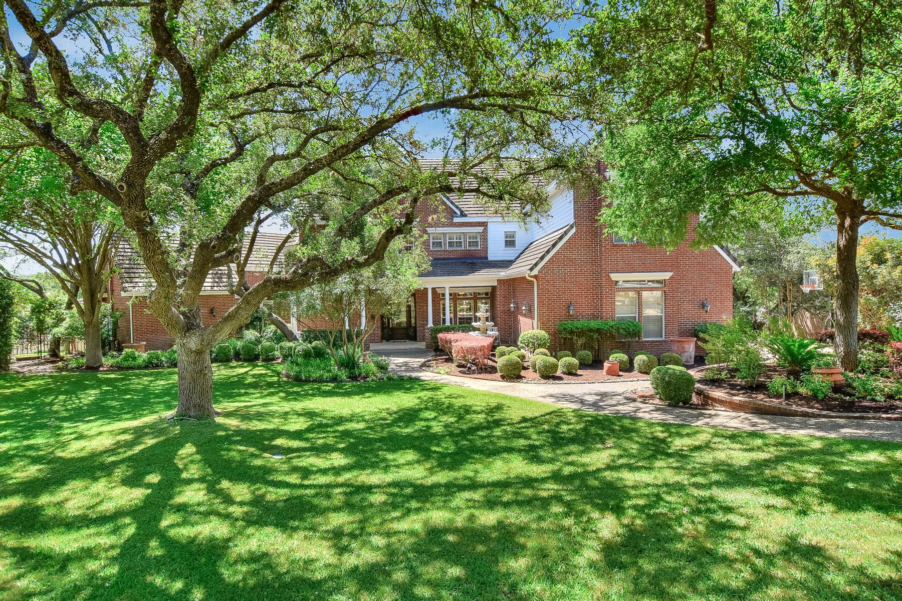 Maison unifamiliale pour l Vente à Magnificently Kept Home in The Dominion 4 Turin Ct San Antonio, Texas, 78257 États-Unis