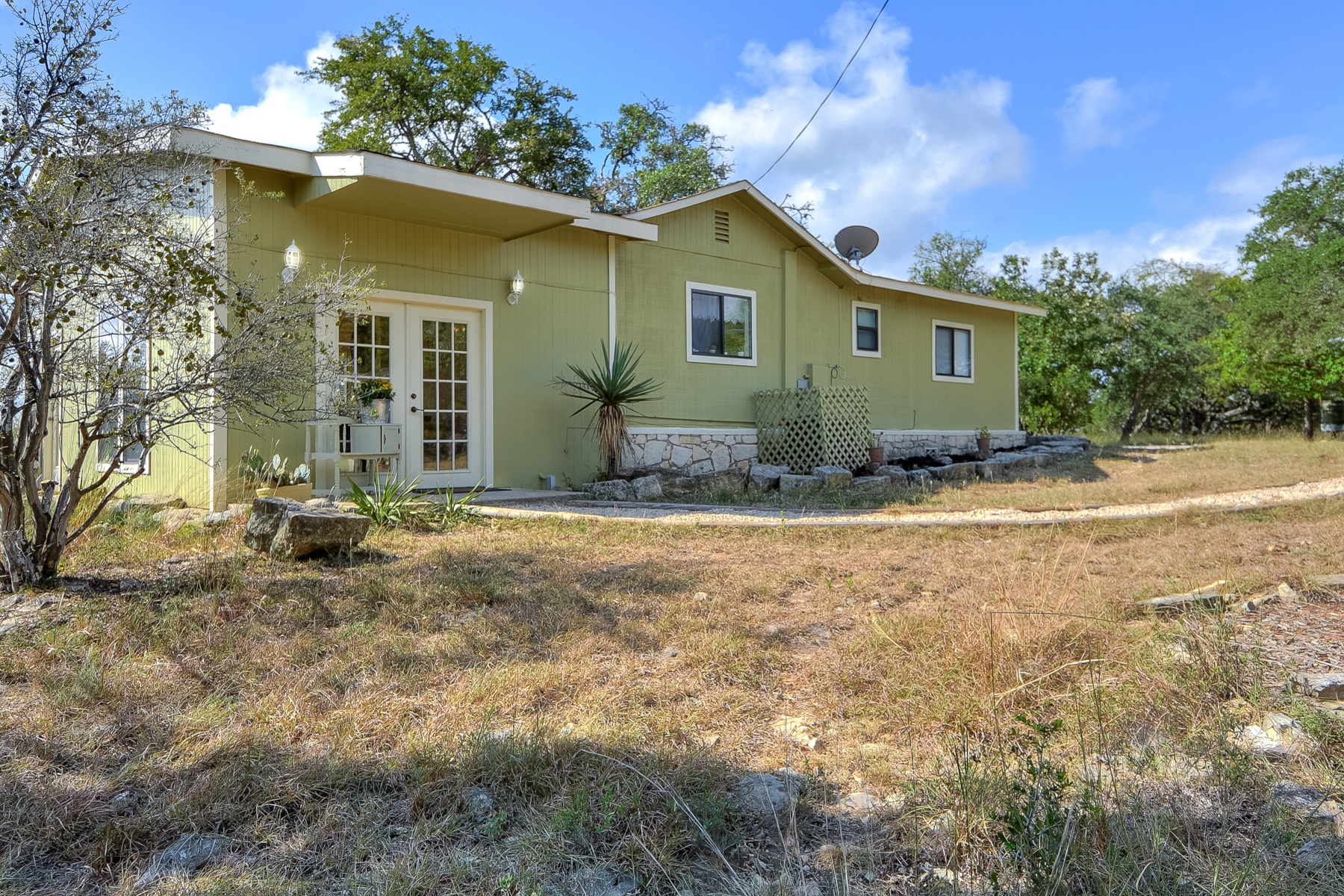 Additional photo for property listing at Stunning Views From Spacious Home on Over 5 Acres 113 Valley View Trl Comfort, Texas 78013 United States