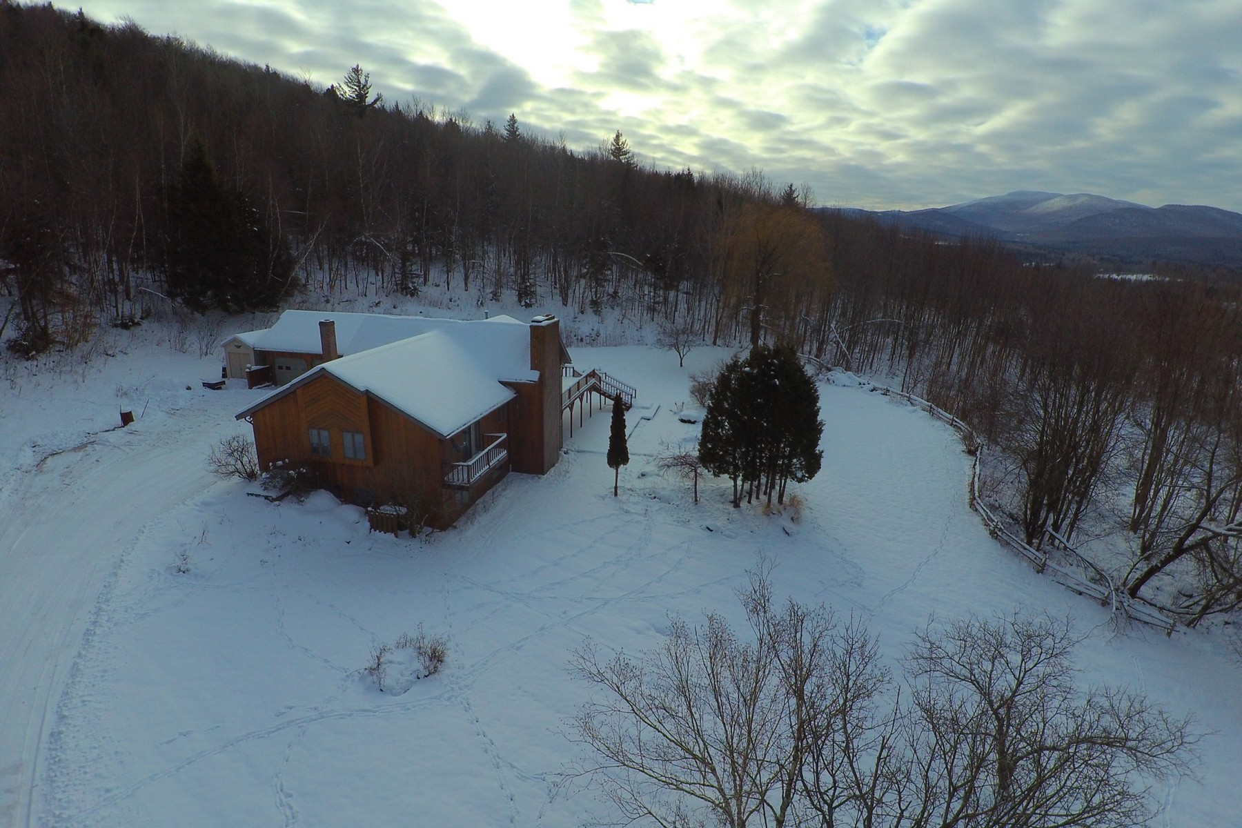Nhà ở một gia đình vì Bán tại 1655 Hill West, Montgomery Montgomery, Vermont, 05470 Hoa Kỳ