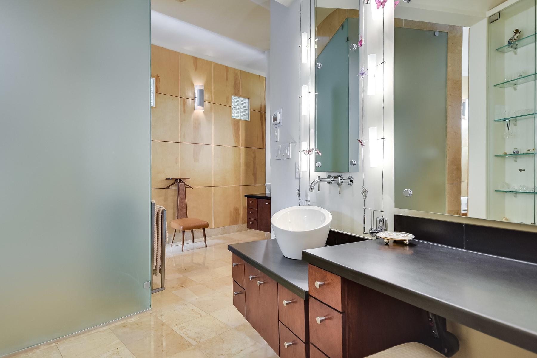Additional photo for property listing at Contemporary Masterpiece in Oak Hills Park Estates 23 Oak Hill Pl San Antonio, Texas 78229 Estados Unidos
