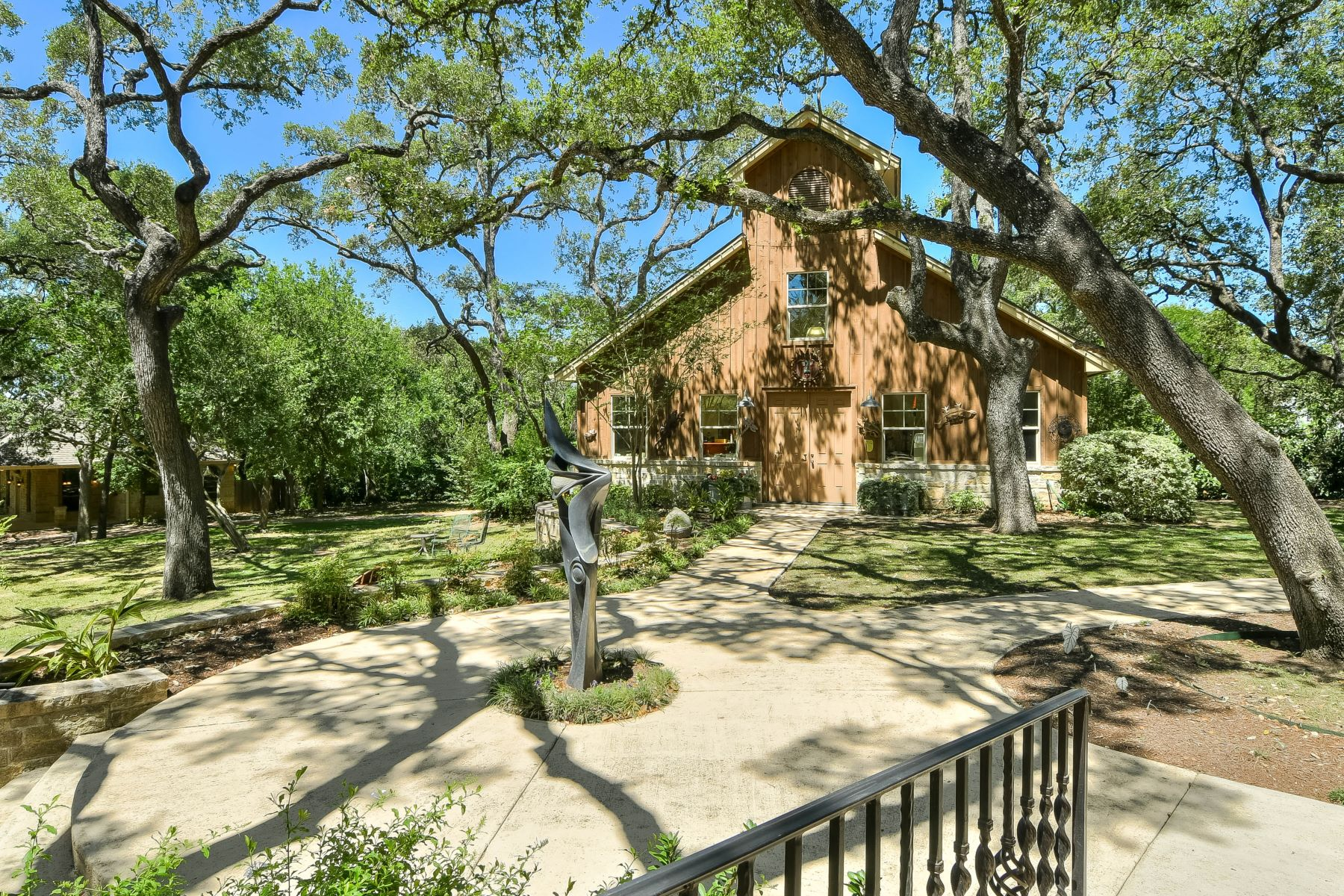 Additional photo for property listing at Exquisite French Country Estate 104 Tomahawk Trl San Antonio, Texas 78232 United States