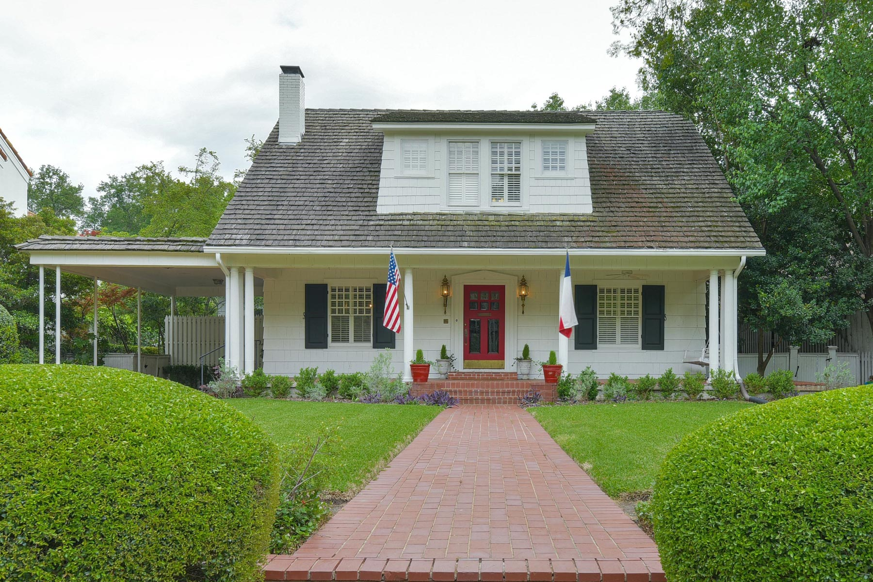 Maison unifamiliale pour l Vente à Historical Highland Park Traditional 3917 Euclid Ave Dallas, Texas, 75205 États-Unis