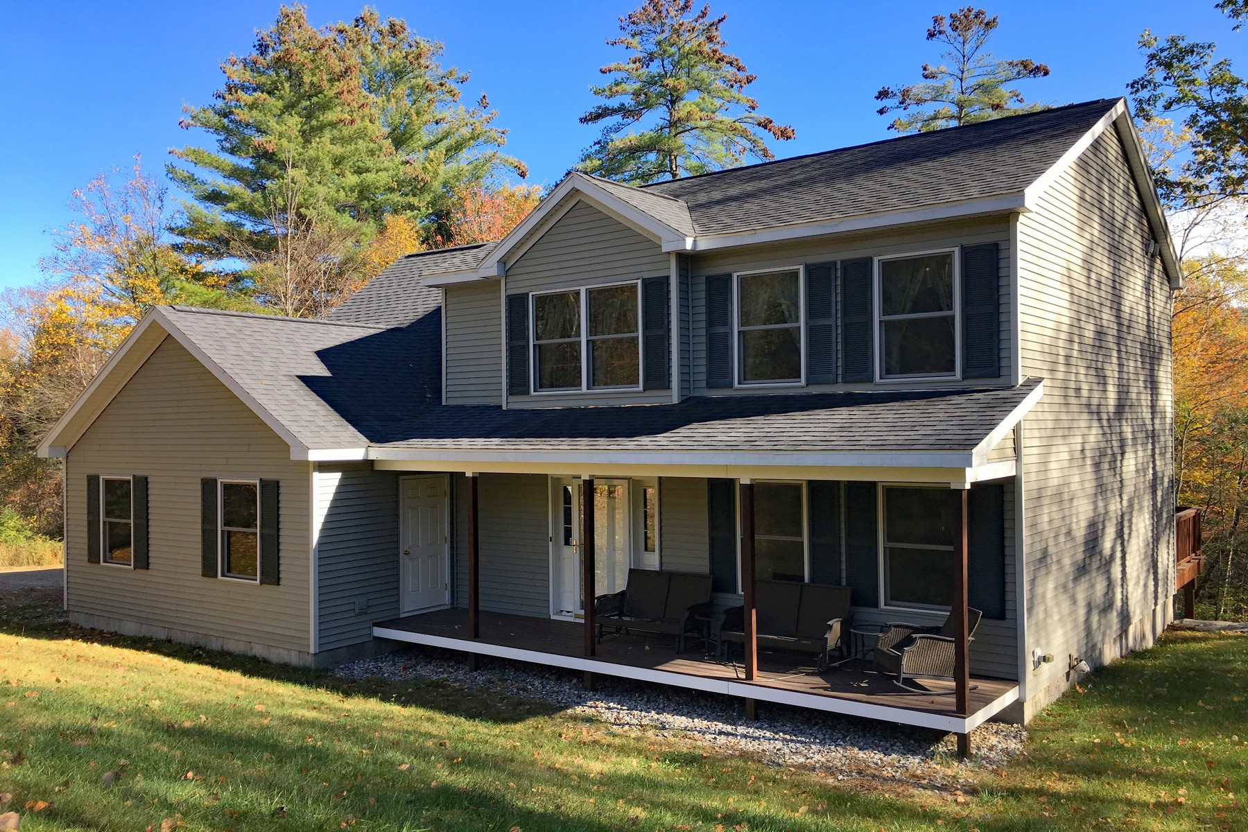 واحد منزل الأسرة للـ Sale في Immaculately Maintained Colonial 301 Remington Rd Chester, Vermont 05143 United States