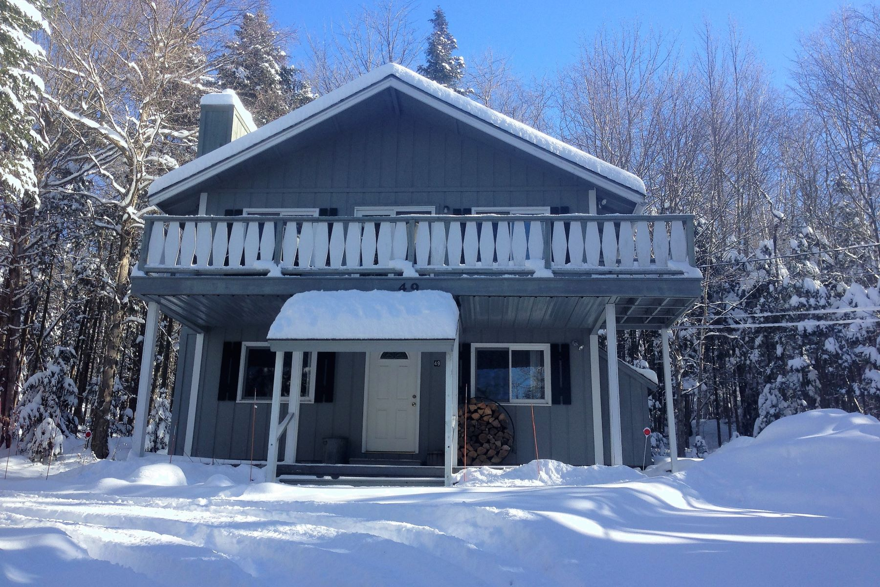 Casa Unifamiliar por un Venta en Close to Lake Raponda 49 Mountain View Rd Wilmington, Vermont, 05363 Estados Unidos