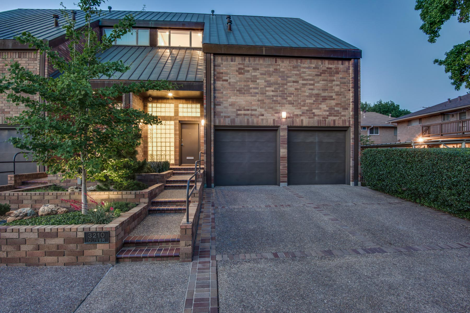 联栋屋 为 销售 在 Low Maintenance Duplex in Prime Location 3210 Oliver Ave 达拉斯, 得克萨斯州, 75205 美国