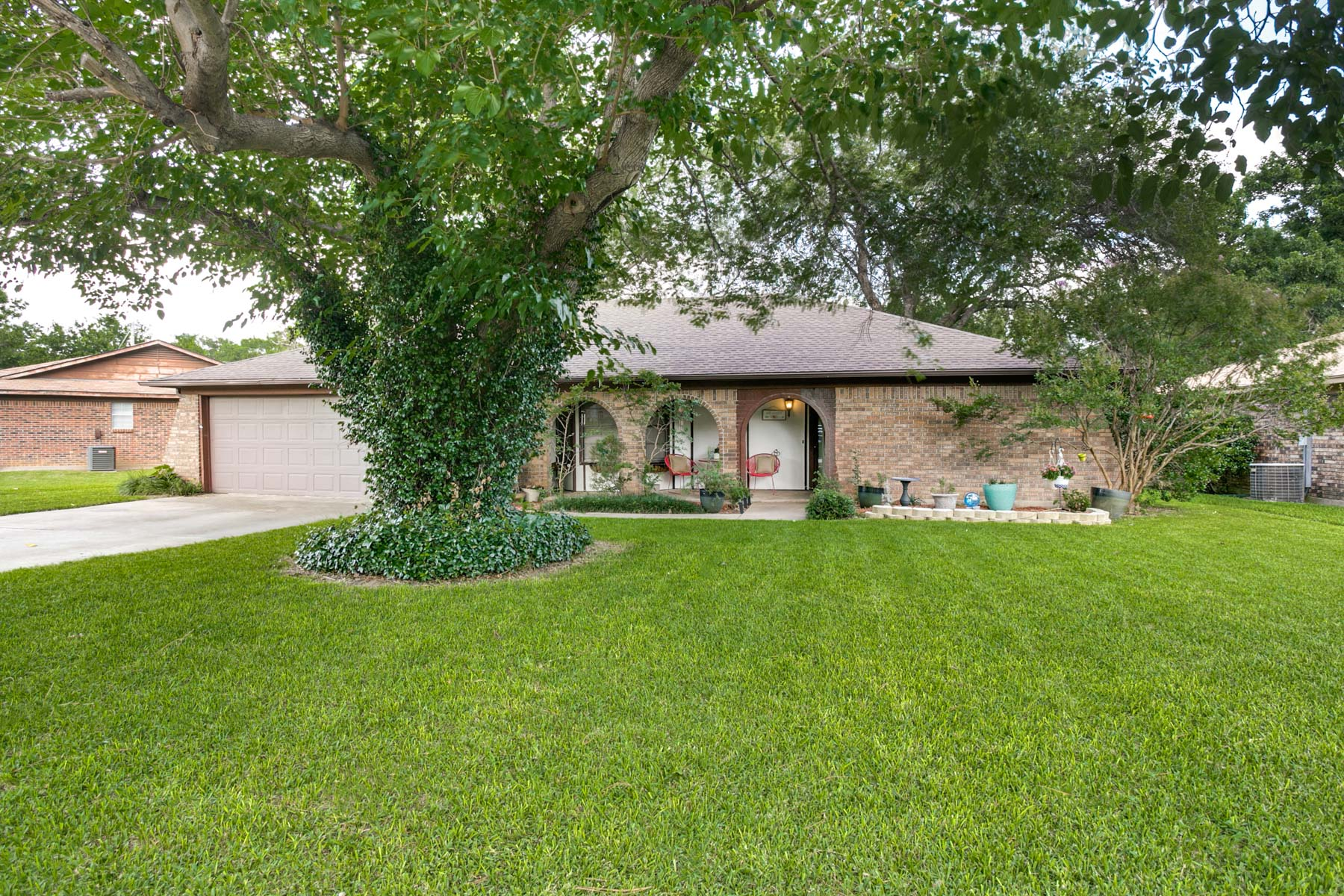 Single Family Home for Sale at 1001 Edgewood Trail, Benbrook 1001 Edgewood Trl Benbrook, Texas, 76126 United States