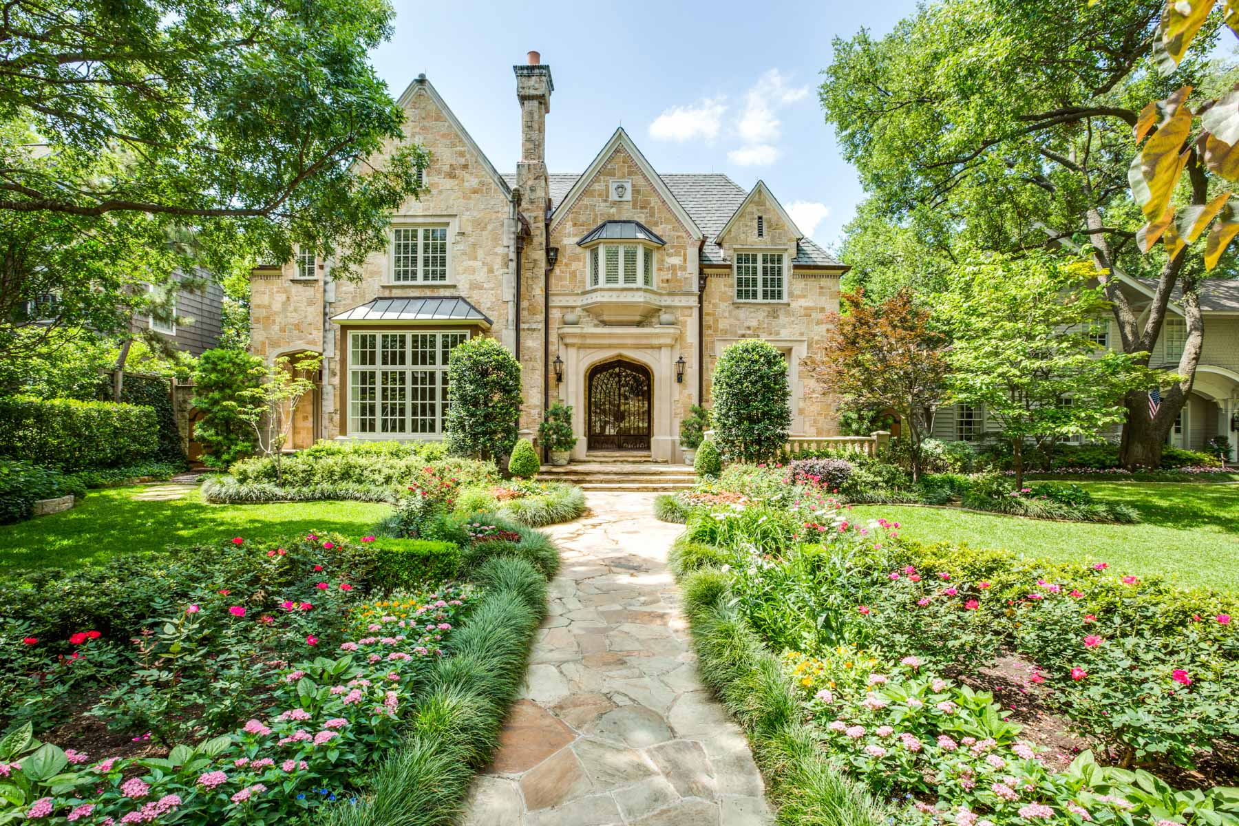 Maison unifamiliale pour l Vente à Highland Park English Manor 3513 Drexel Dr Dallas, Texas, 75205 États-Unis