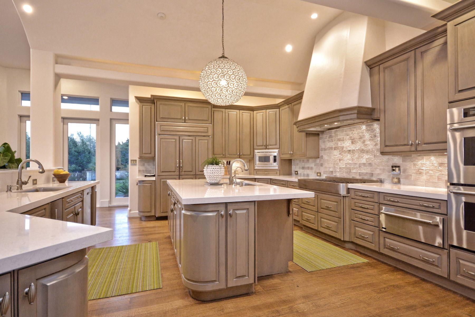Additional photo for property listing at Stunning Santa Barbara-Style Contemporary 2517 Waymaker Way Austin, Texas 78746 Estados Unidos
