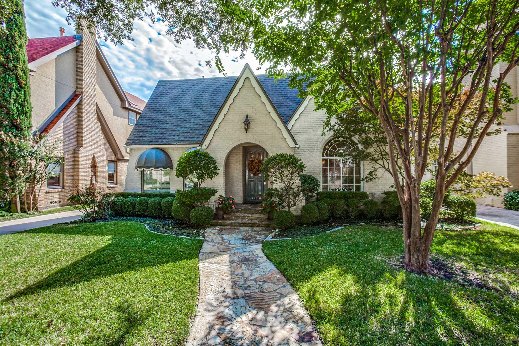 Maison unifamiliale pour l Vente à University Park Tudor 4025 Purdue Dallas, Texas, 75225 États-Unis