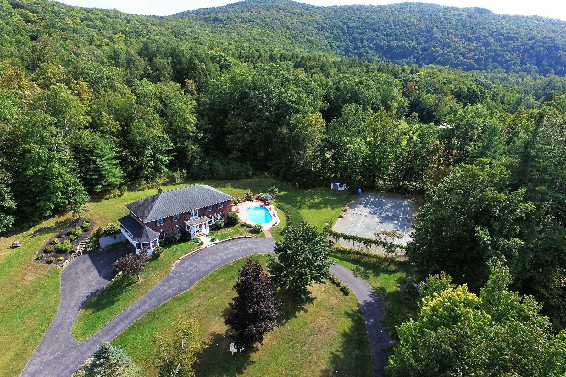 Nhà ở một gia đình vì Bán tại 321 South Mendon Road, Mendon 321 South Mendon Rd Mendon, Vermont, 05701 Hoa Kỳ