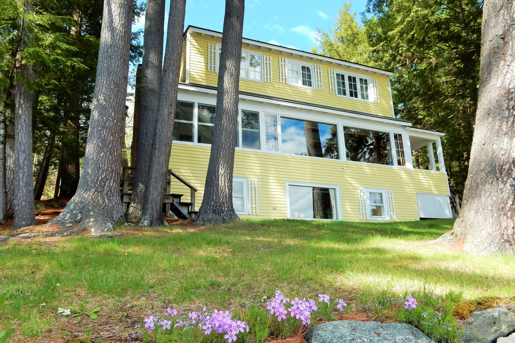 Villa per Vendita alle ore Mascoma Lake frontage, dock, water views 236 Shaker Blvd Enfield, New Hampshire, 03748 Stati Uniti