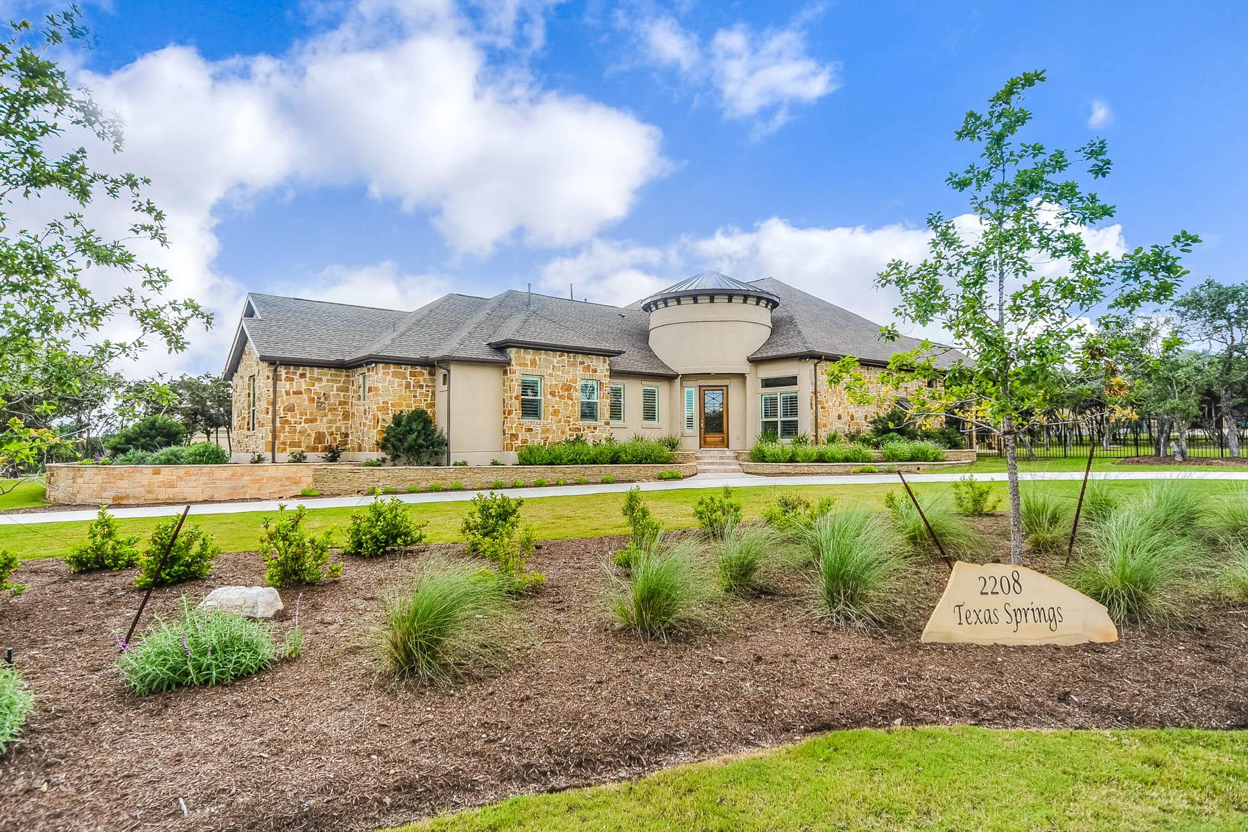 Casa Unifamiliar por un Venta en Stunning Home in New Braunfels 2208 Texas Springs New Braunfels, Texas 78132 Estados Unidos