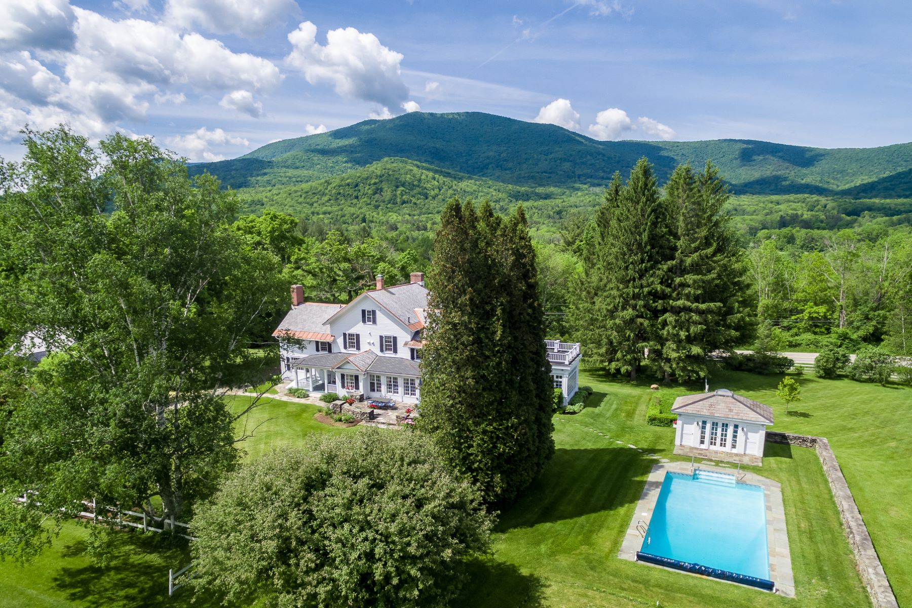 """Moradia para Venda às Historic Renovation - """"Dorset House"""" 2116 Vermont Route 30 Dorset, Vermont, 05251 Estados Unidos"""