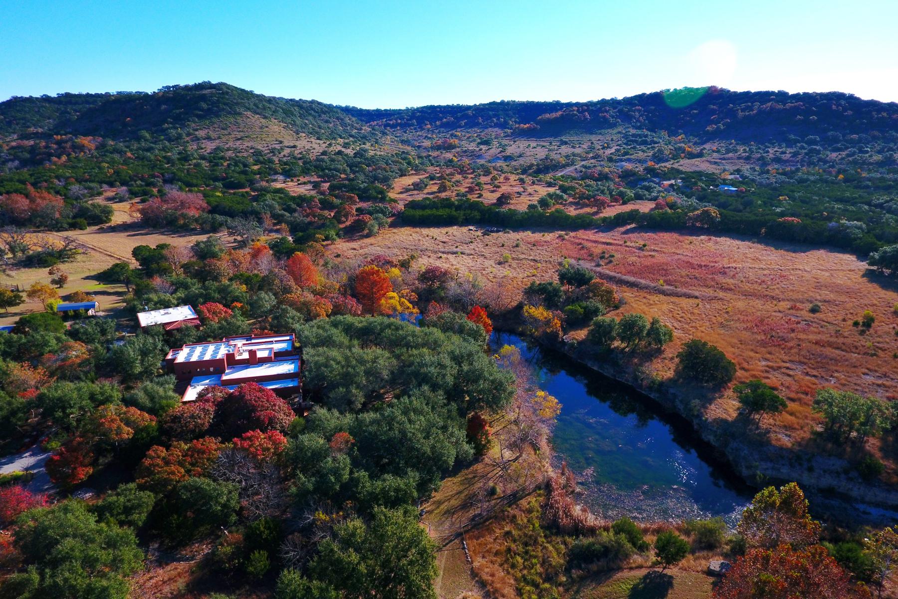 Granjas / Hacienda / Platanción por un Venta en Gorgeous Southwest Meets Eco Home on 150 Acres 4198 Bear Springs Rd Pipe Creek, Texas 78063 Estados Unidos