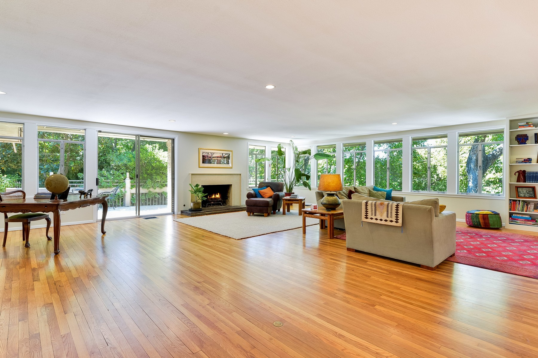 Additional photo for property listing at Stunning Mid-Century Modern Architecture 2311 Shoal Creek Blvd Austin, Texas 78705 United States